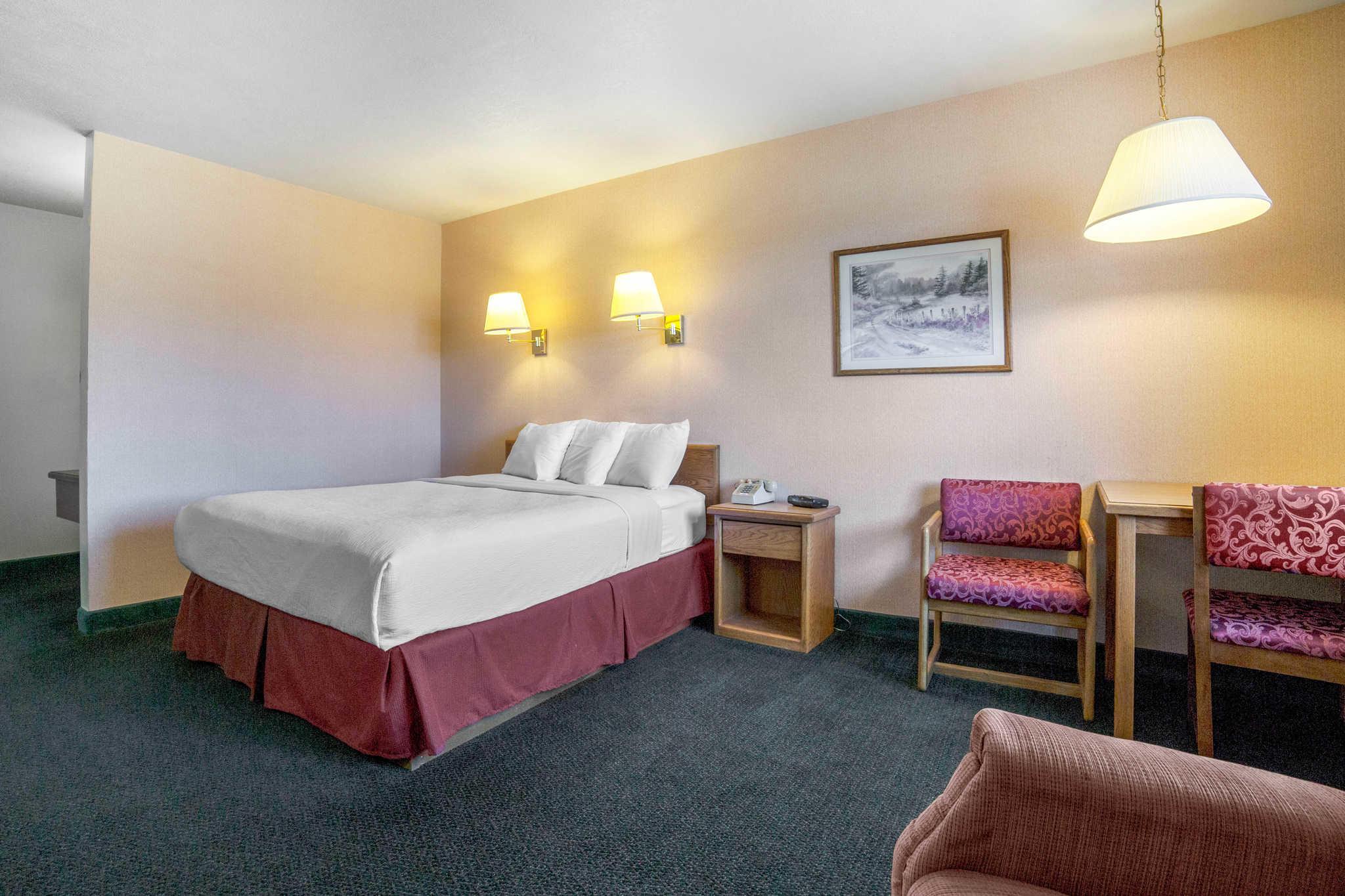 Rodeway Inn image 18