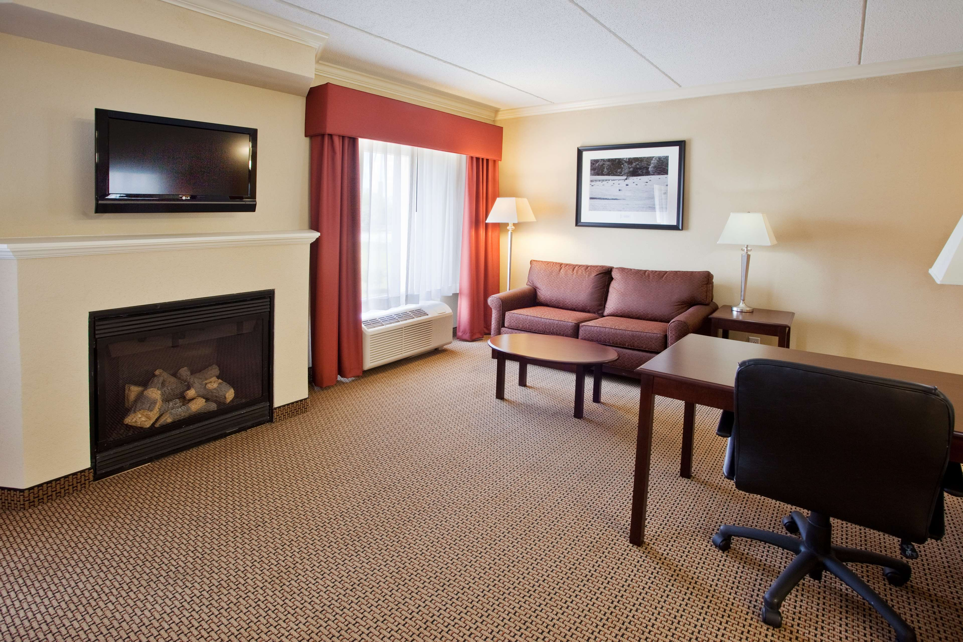 Hampton Inn & Suites Lanett-West Point image 41