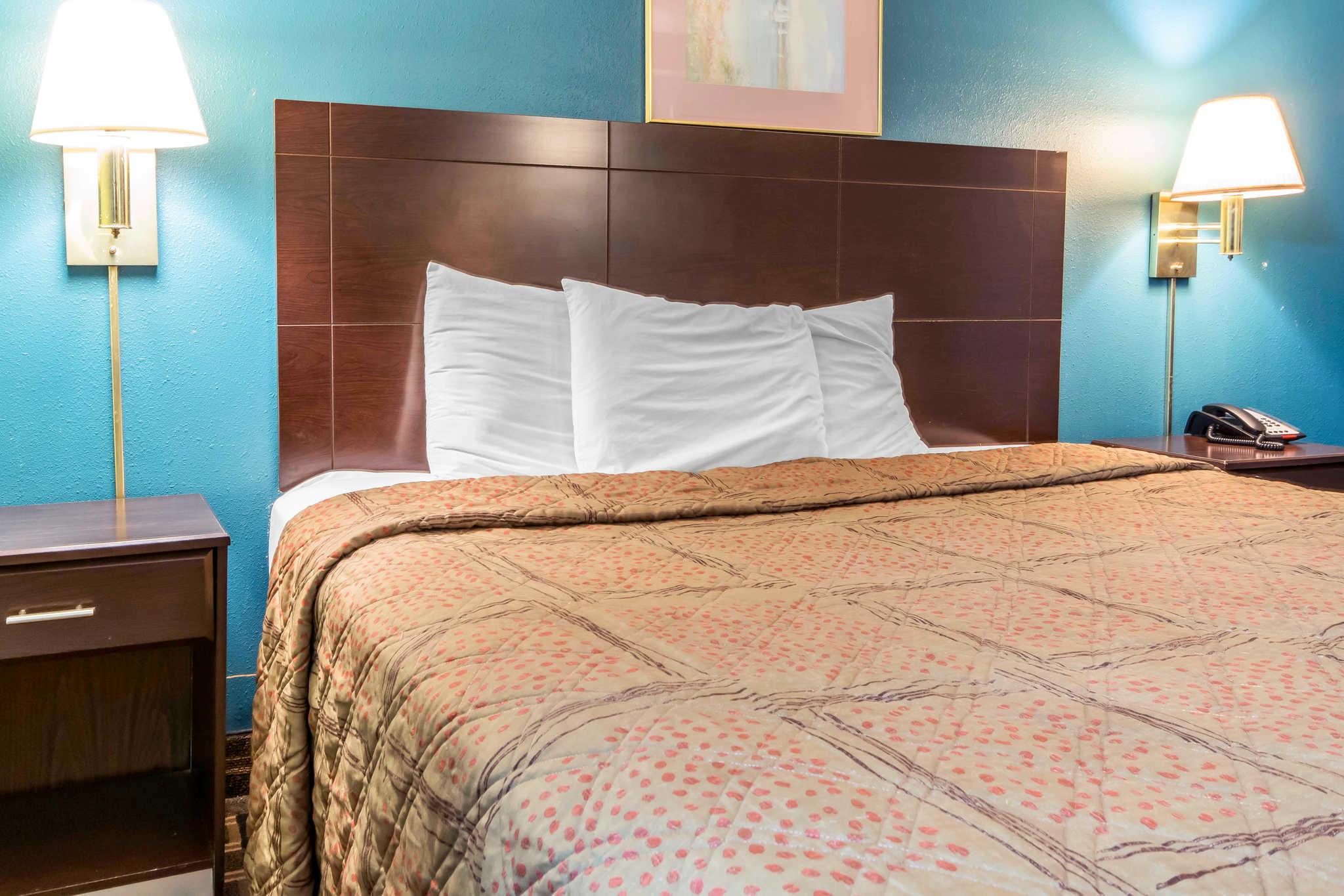 Econo Lodge Inn & Suites I-65 image 7