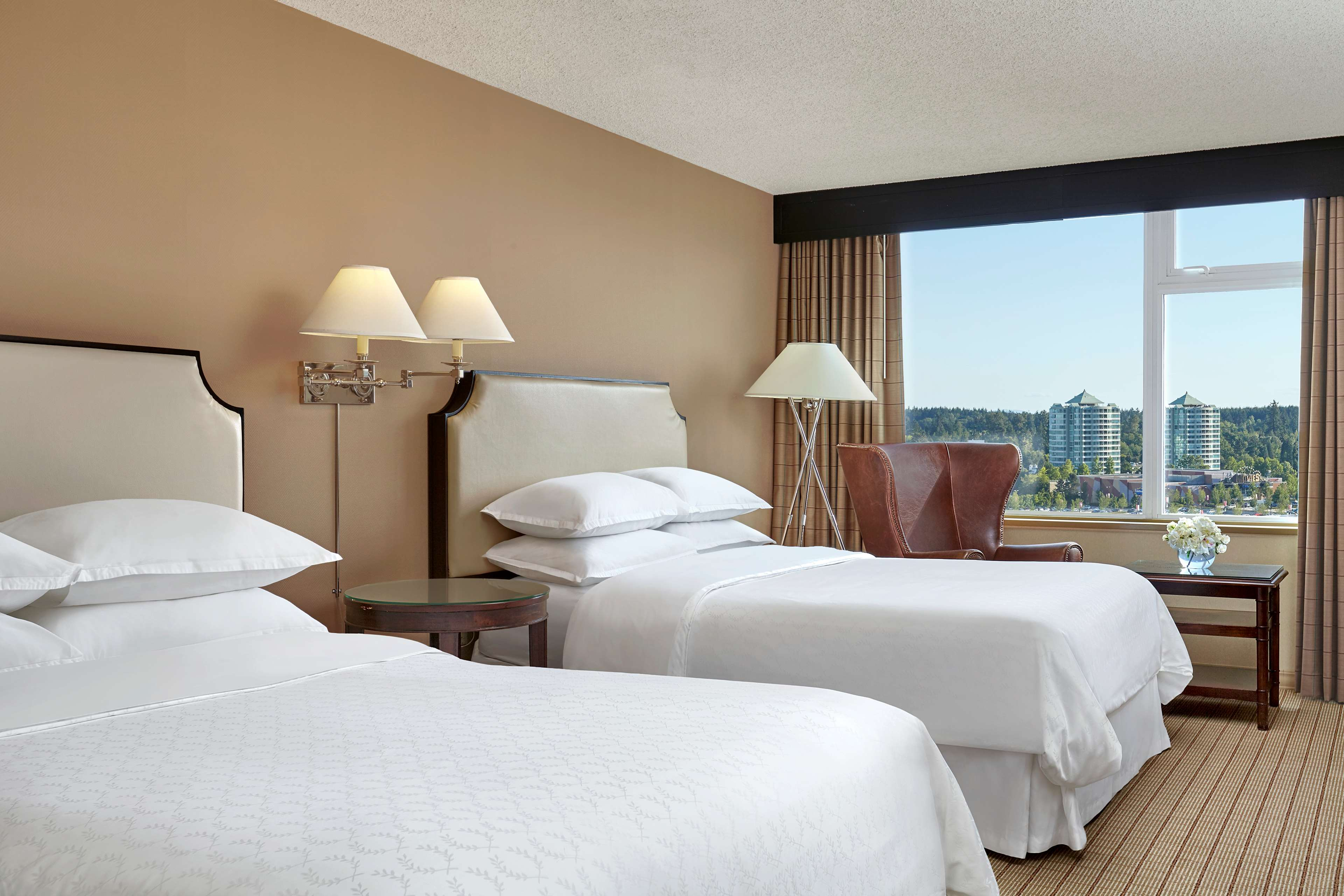 Sheraton Vancouver Guildford Hotel in Surrey: Traditional Double Queen Guestroom with City View