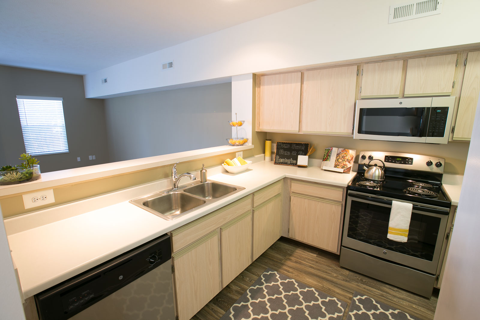 The Residence at Barrington Apartments image 3