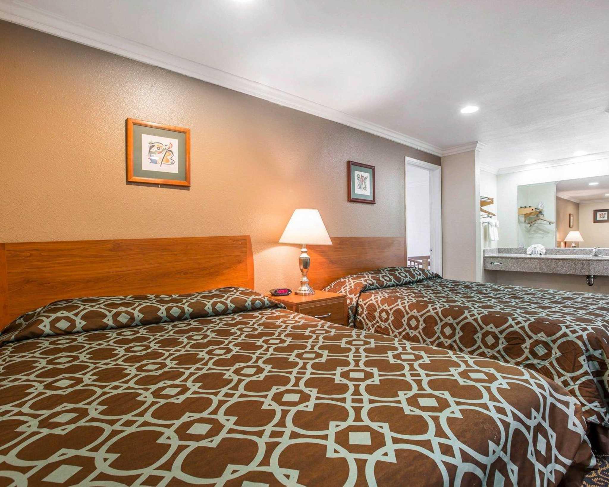 Rodeway Inn & Suites Near Convention Center image 18