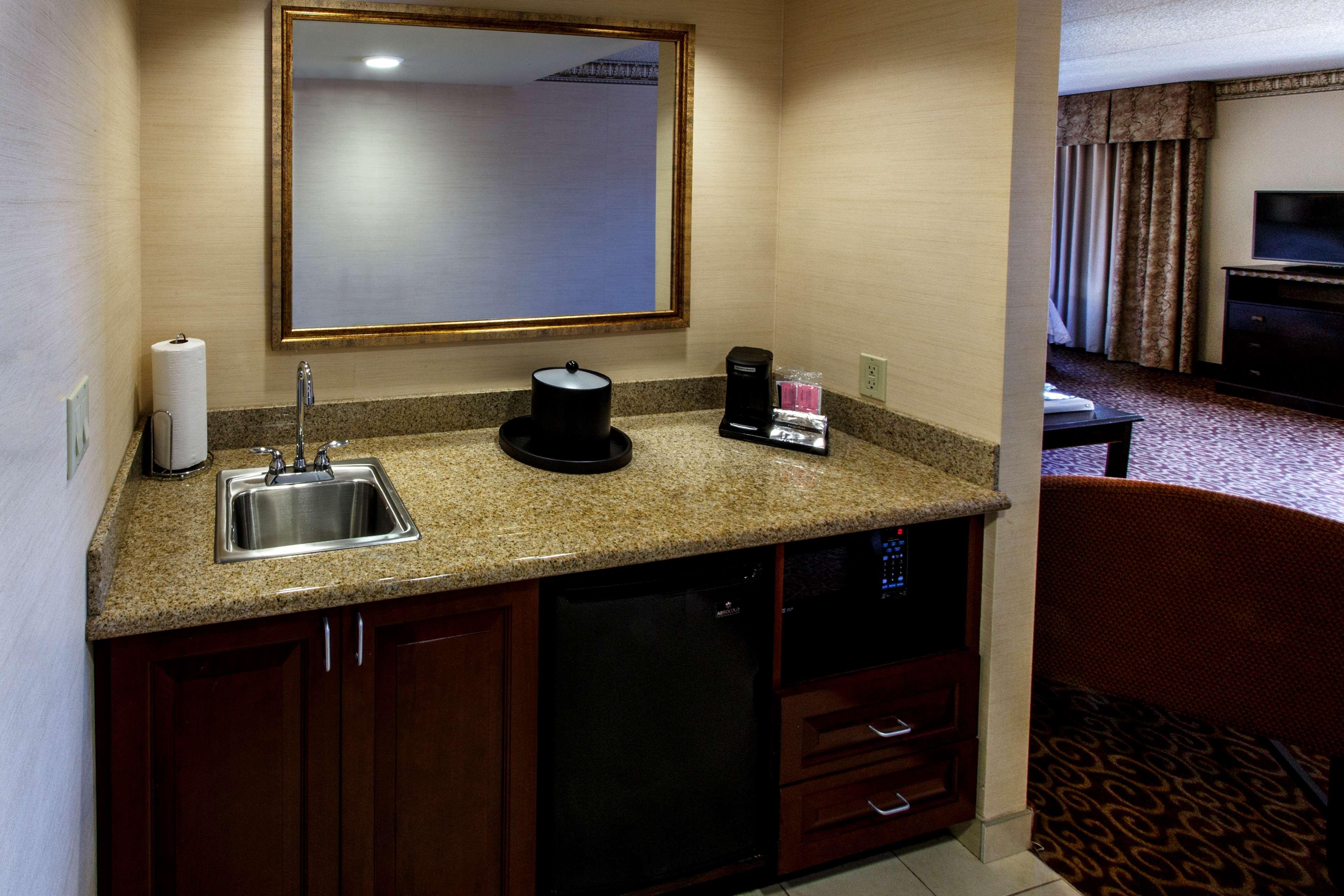 Hampton Inn & Suites Staten Island image 23