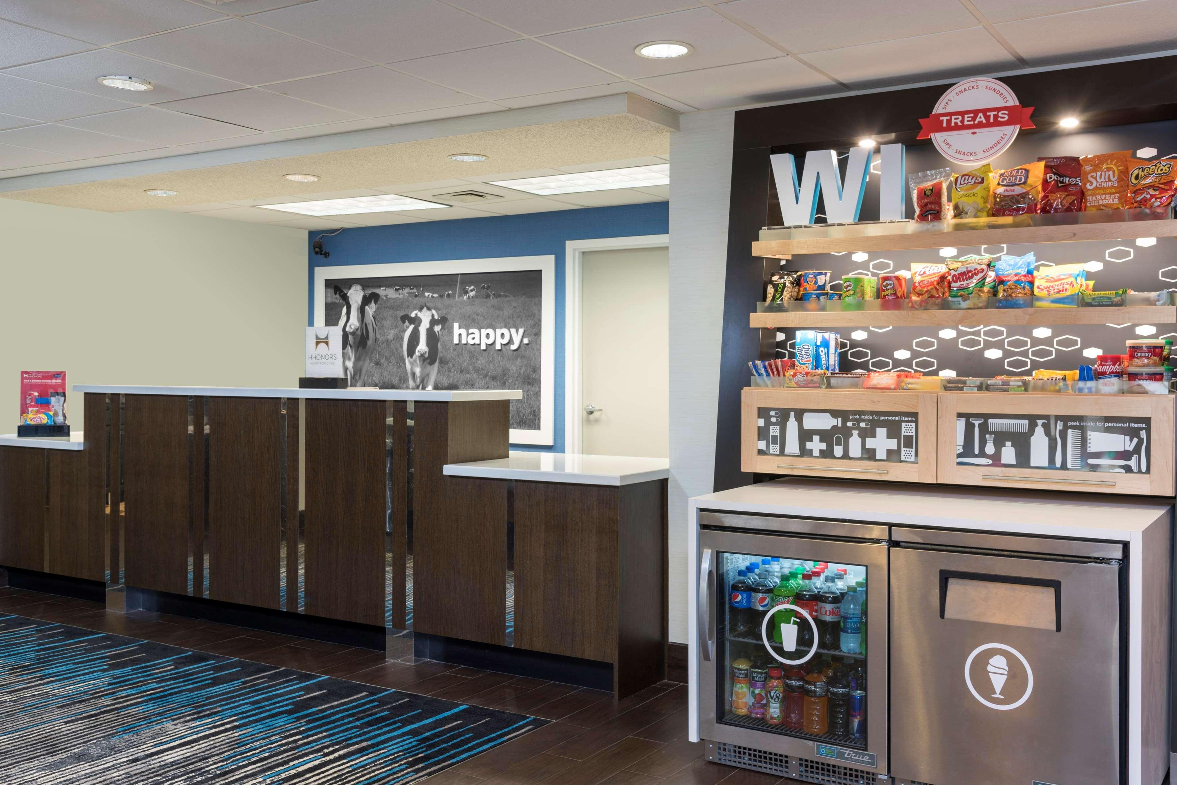 Hampton Inn Milwaukee-Northwest image 15