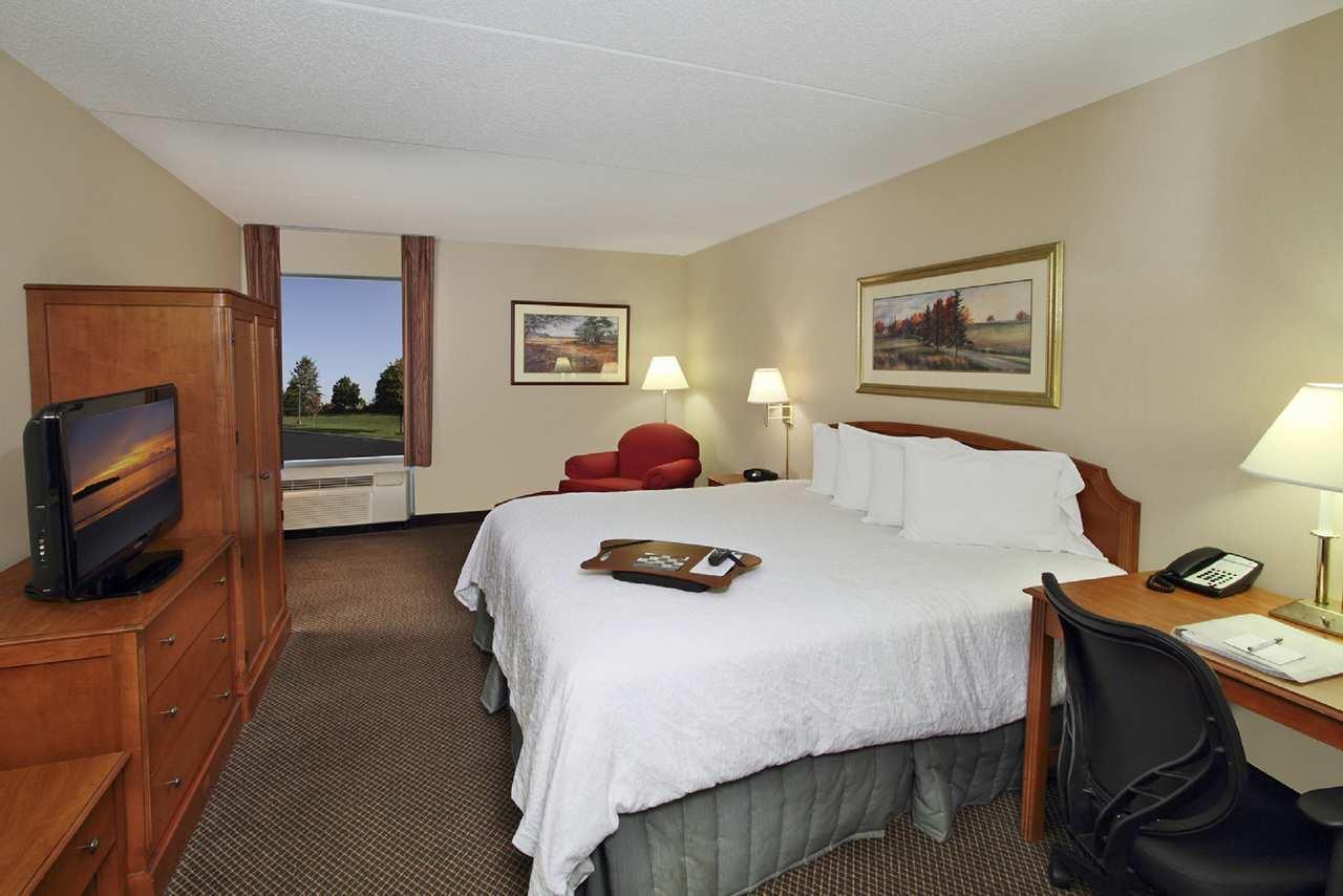 Hampton Inn & Suites Newtown image 17