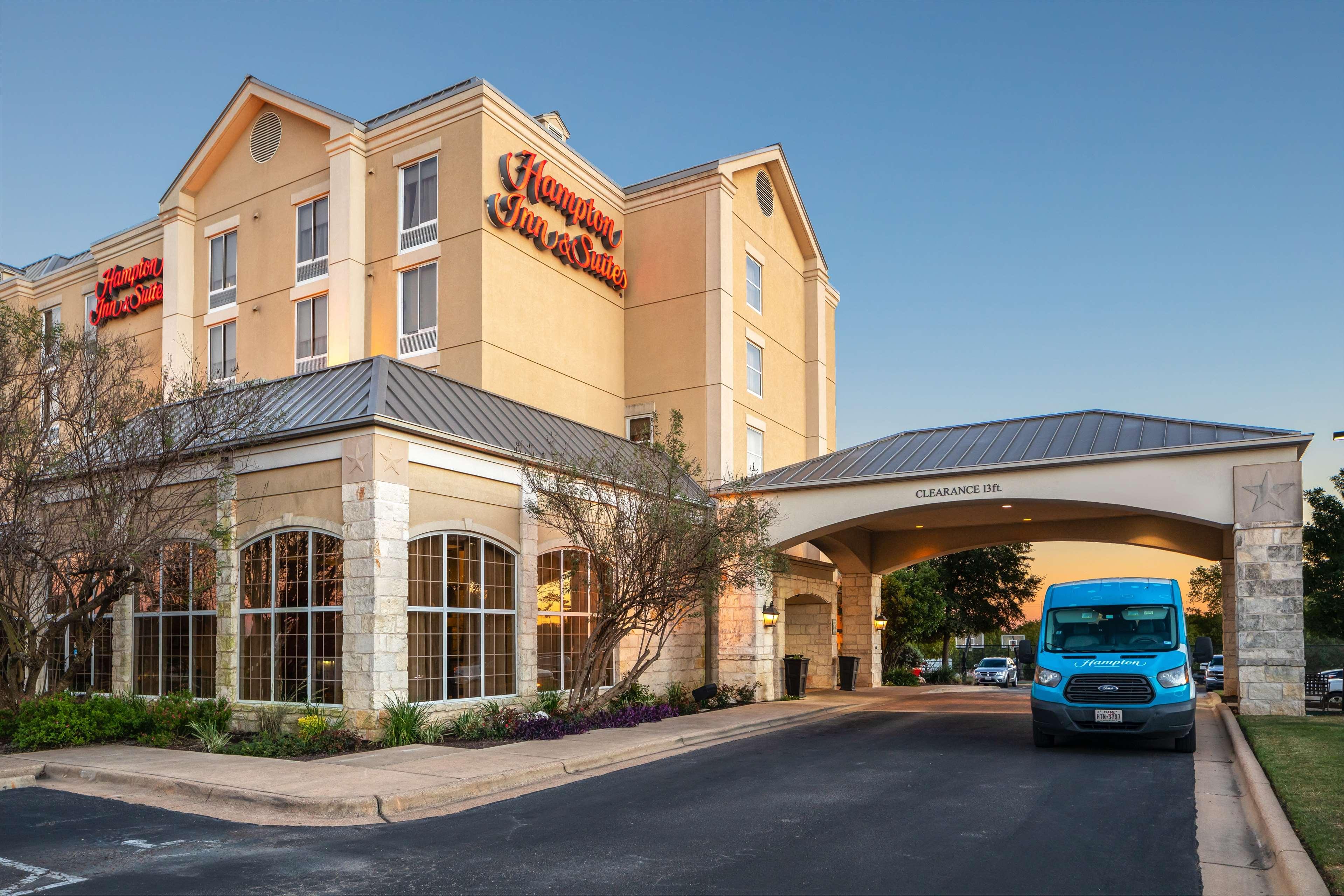 Hampton Inn & Suites Austin-Airport image 4