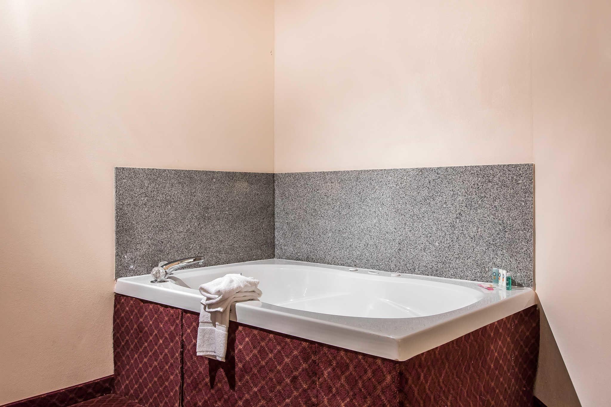 Quality Suites image 13