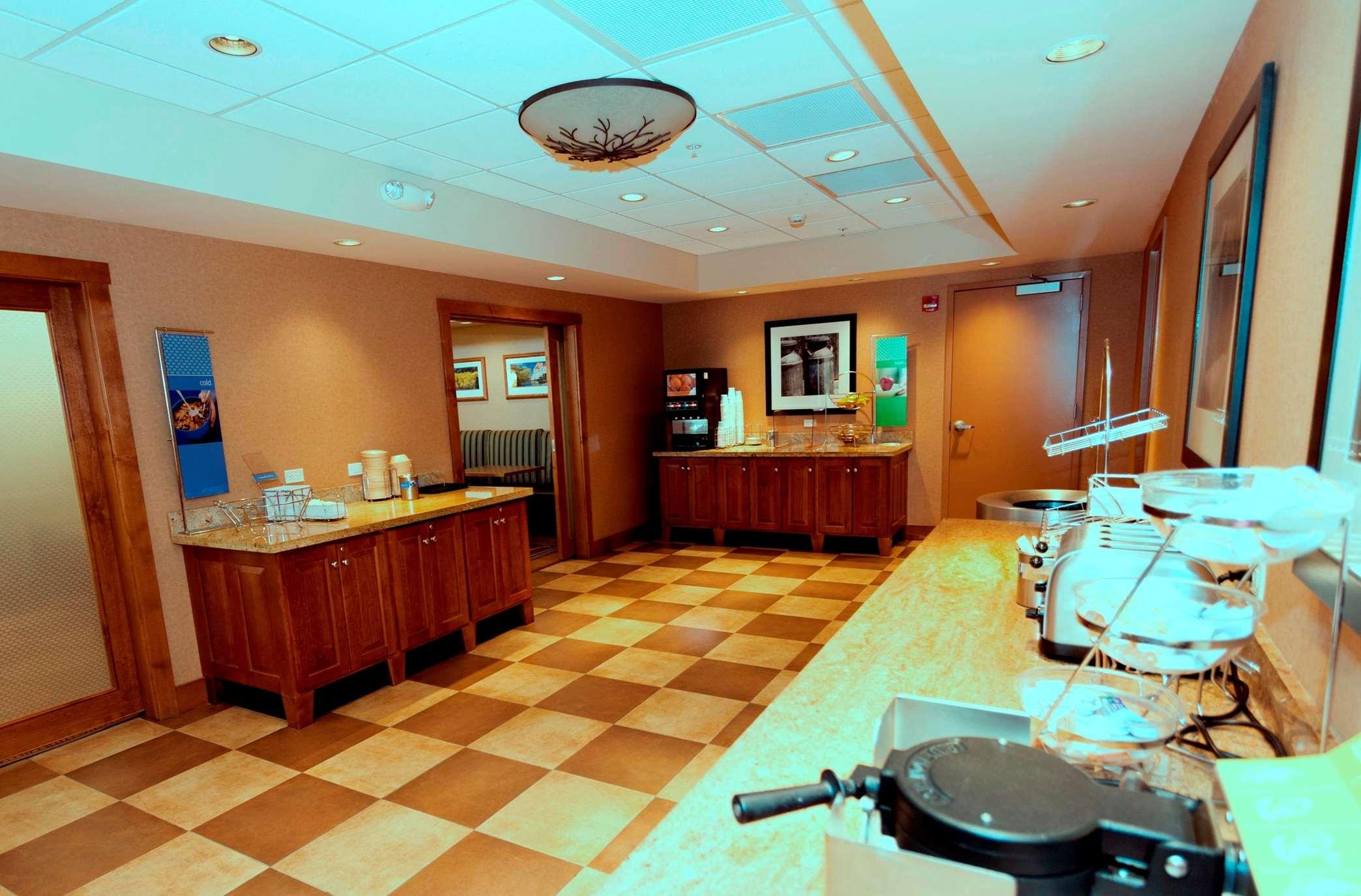 Hampton Inn & Suites Riverton image 30