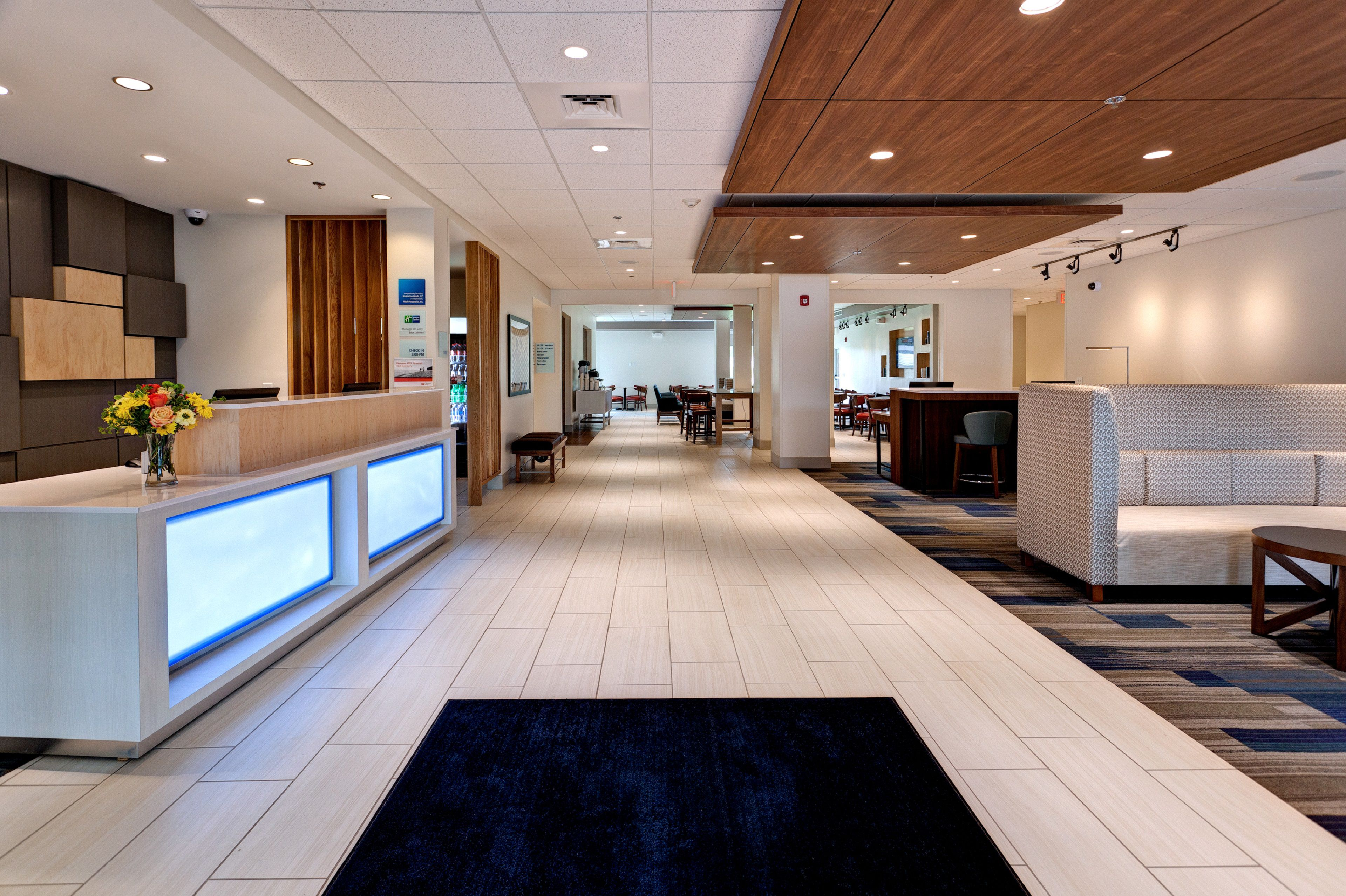 Holiday Inn Express & Suites Manhattan image 4