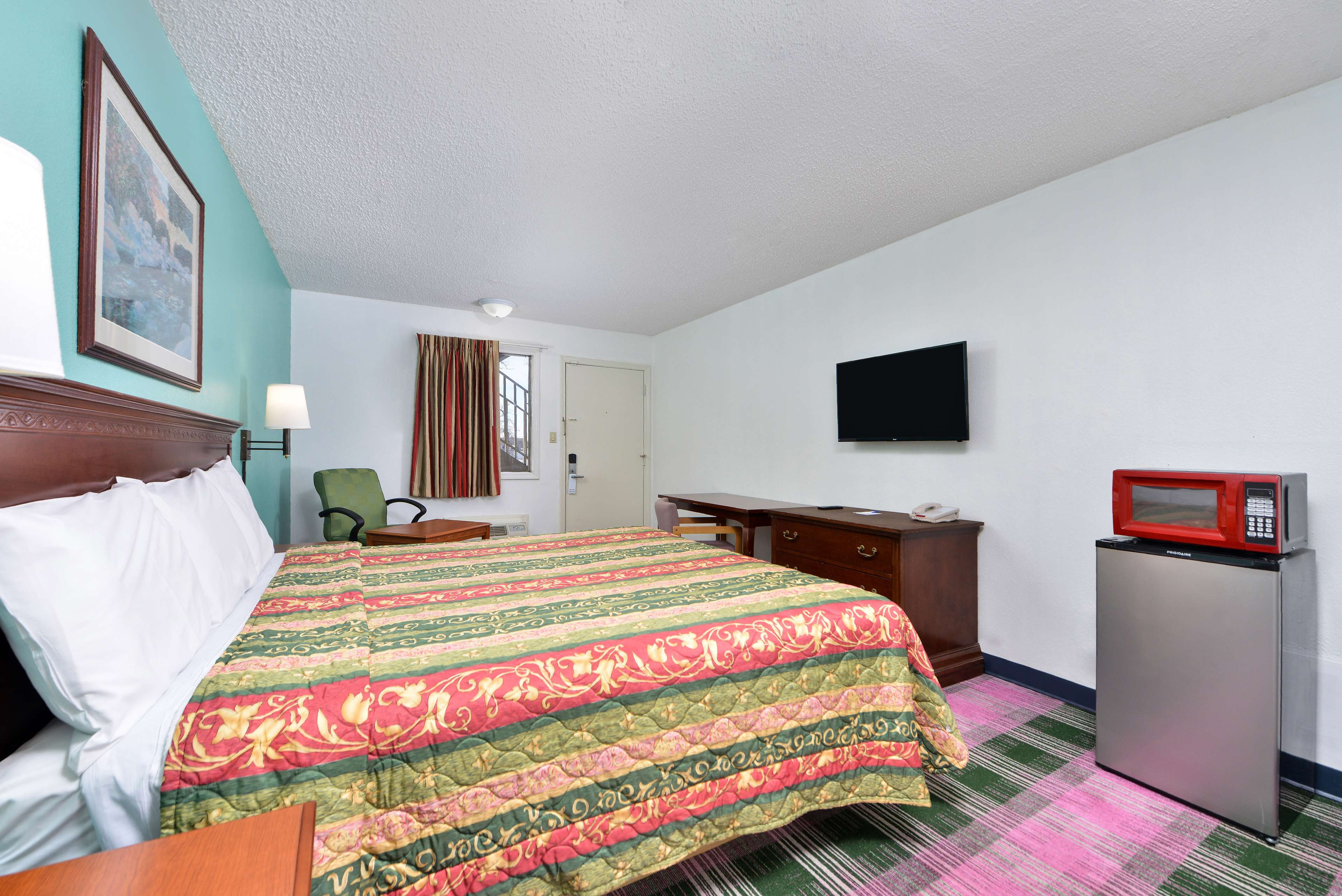 Americas Best Value Inn - Indy South image 7