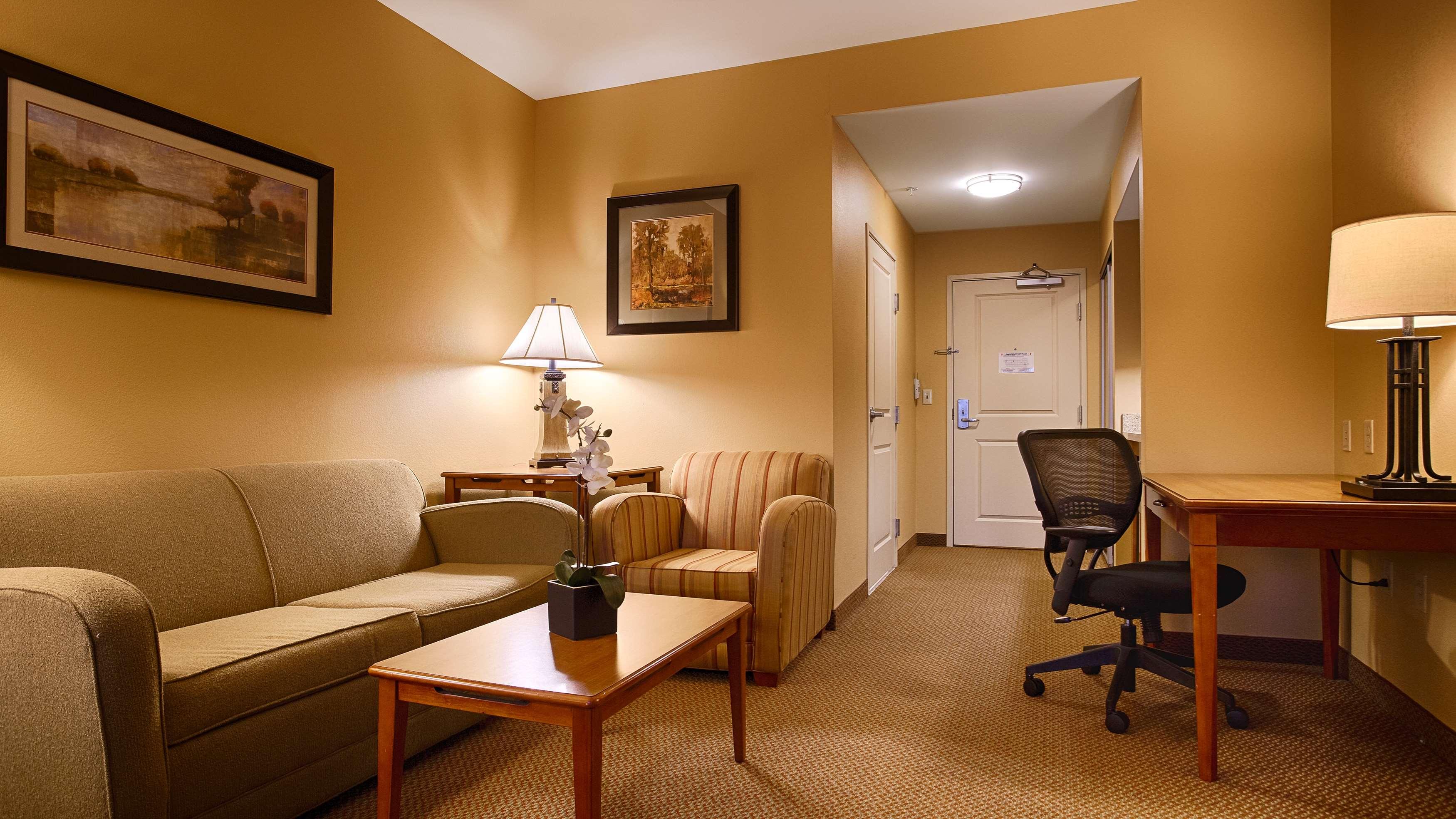 Best Western Plus University Park Inn & Suites image 21