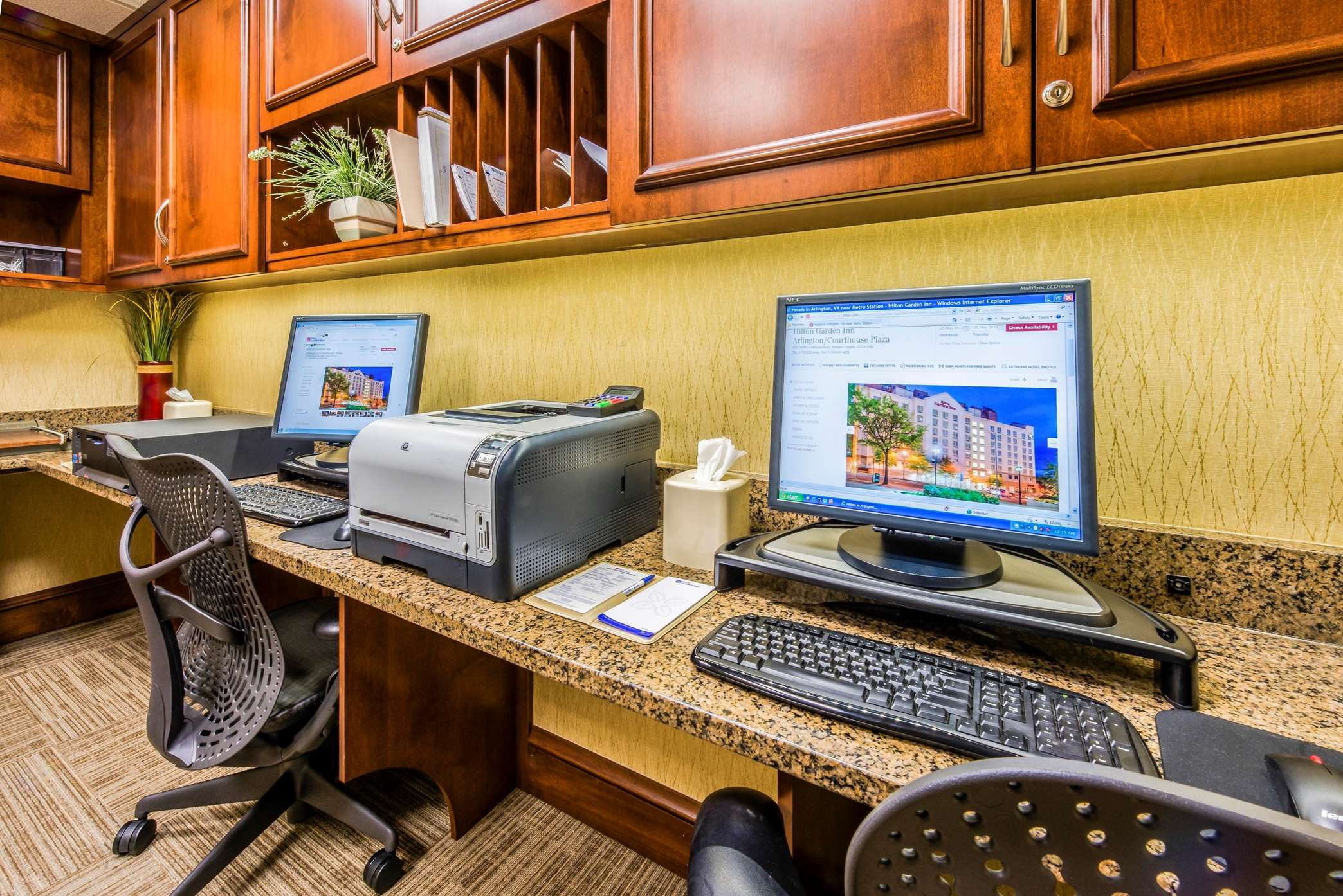 Hilton Garden Inn Arlington/Courthouse Plaza image 10
