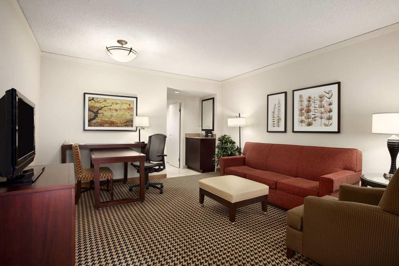 Embassy Suites by Hilton Atlanta Perimeter Center image 8