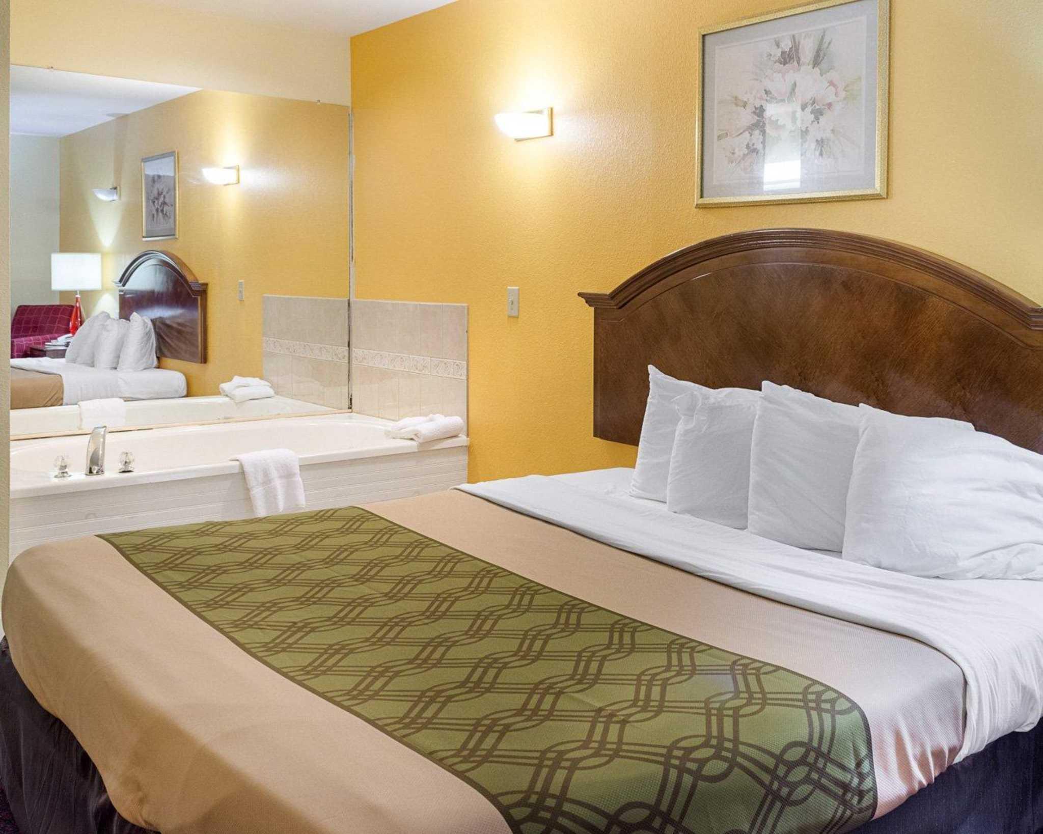 Econo Lodge Inn & Suites Carrollton Smithfield image 27