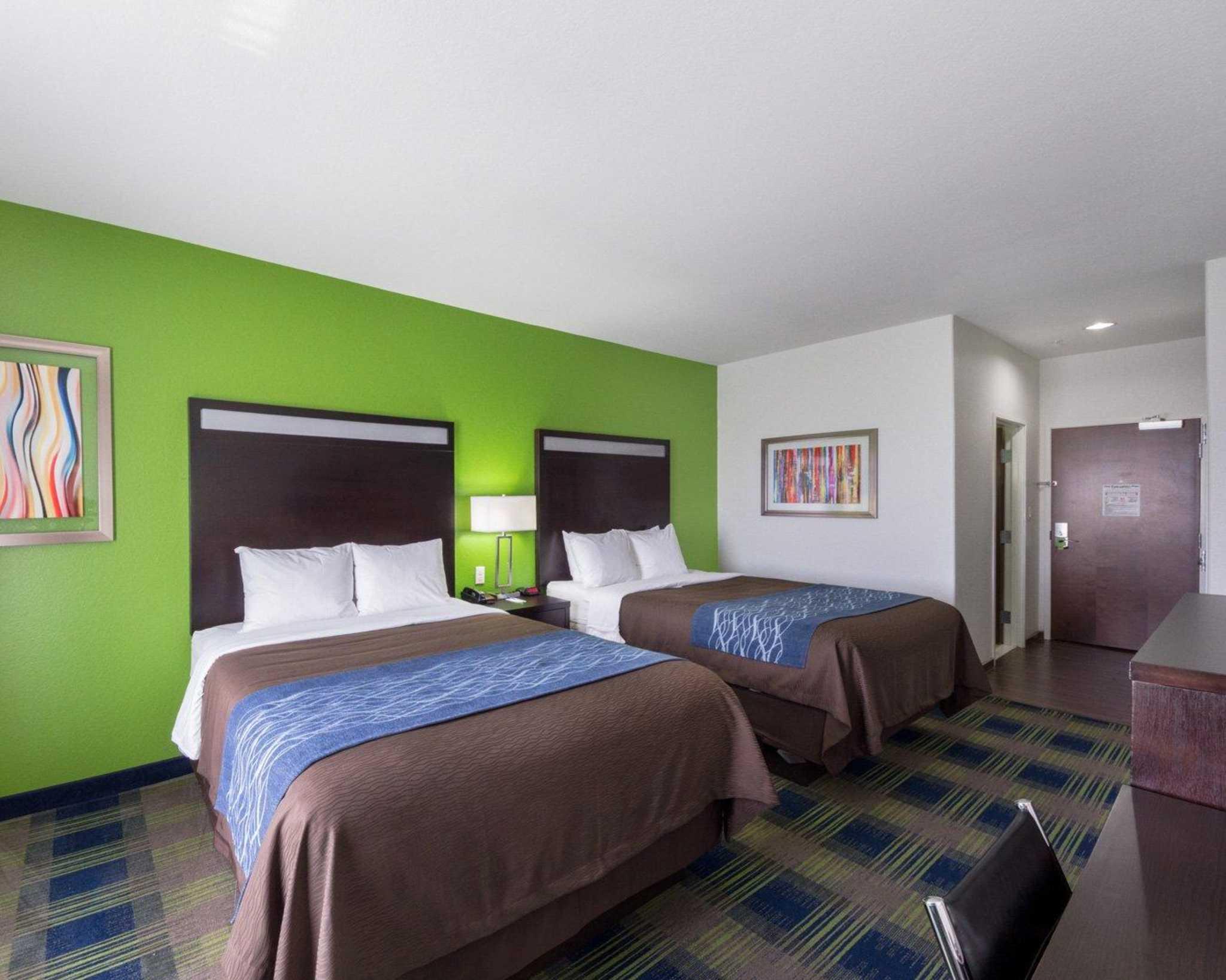 Comfort Inn & Suites image 5