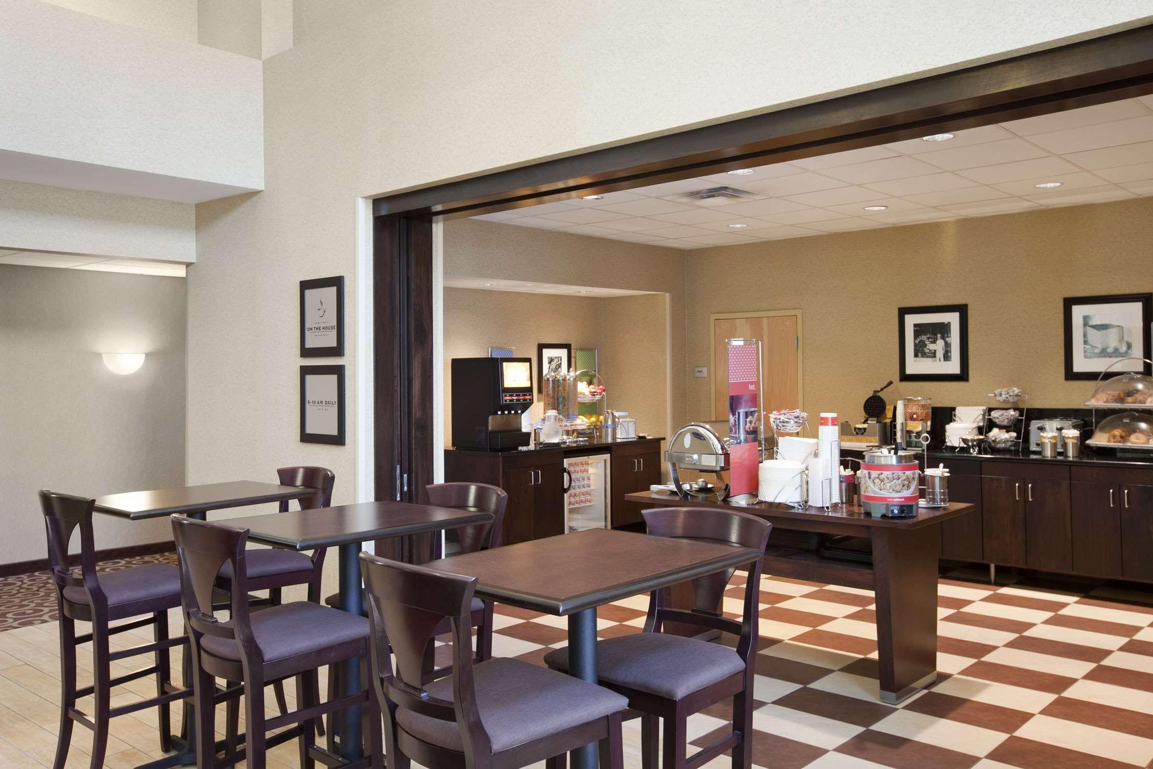 Hampton Inn & Suites Rochester-North image 13