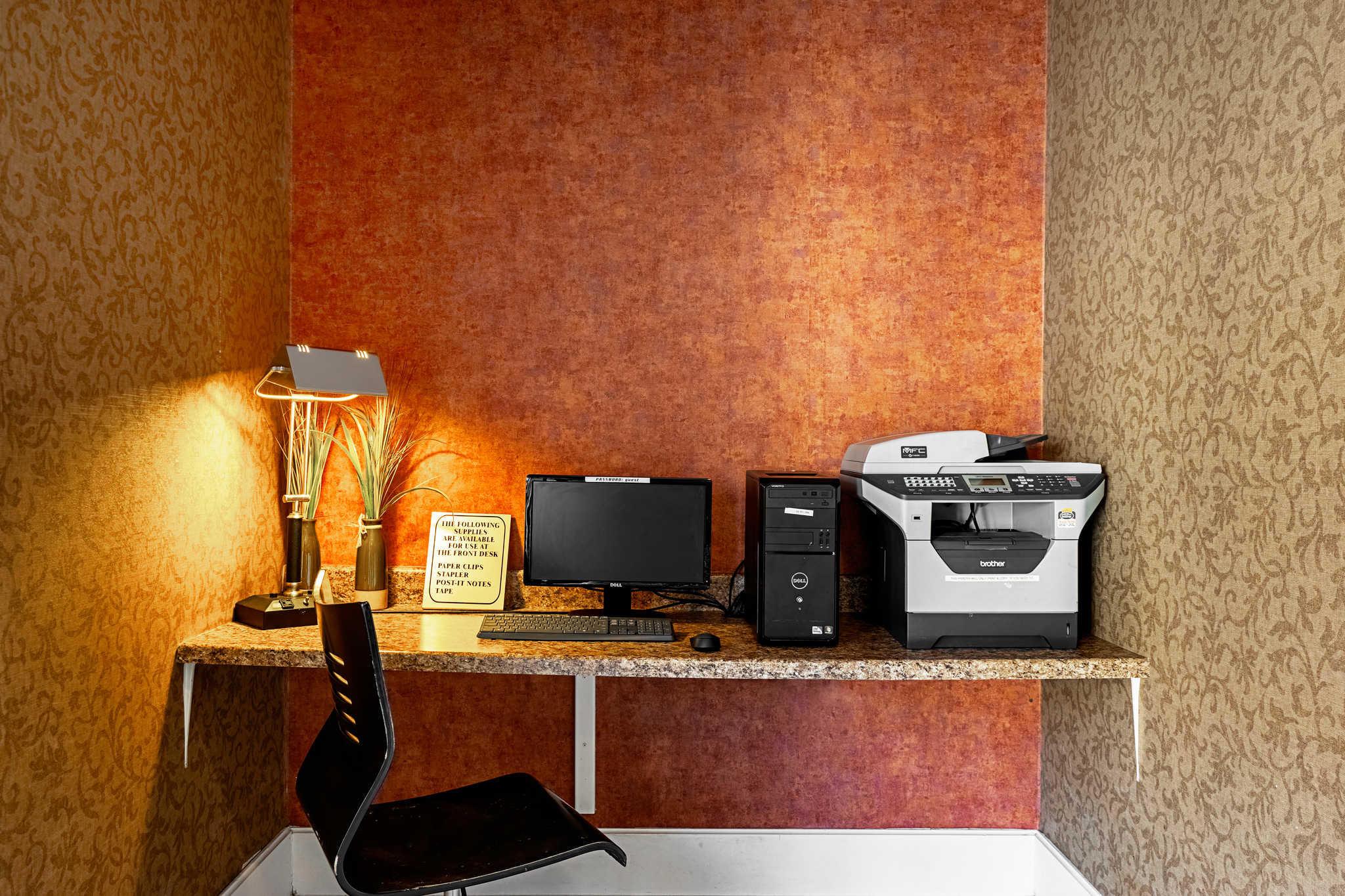 Quality Suites image 42