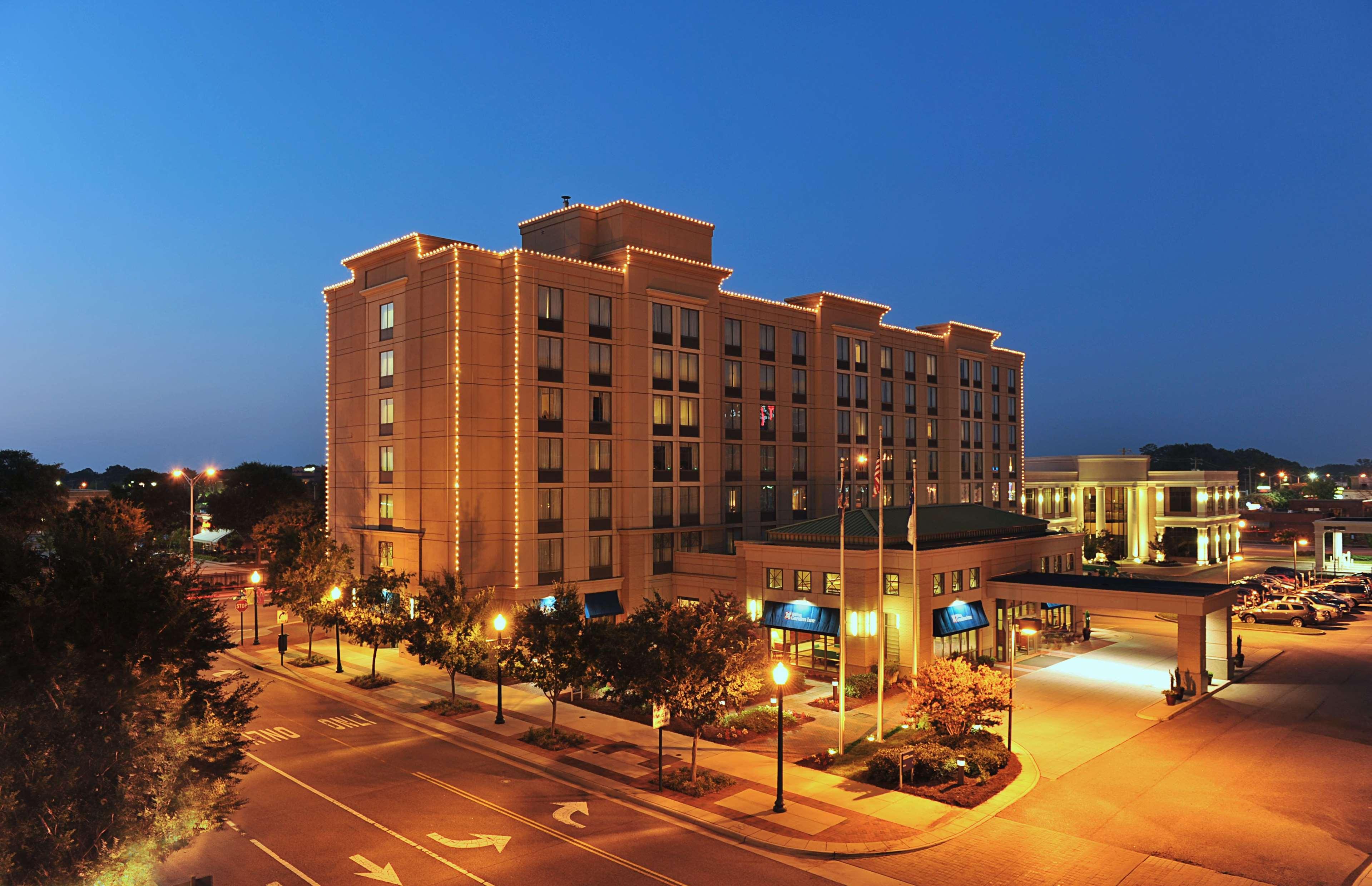 Hilton Garden Inn Virginia Beach Town Center image 1