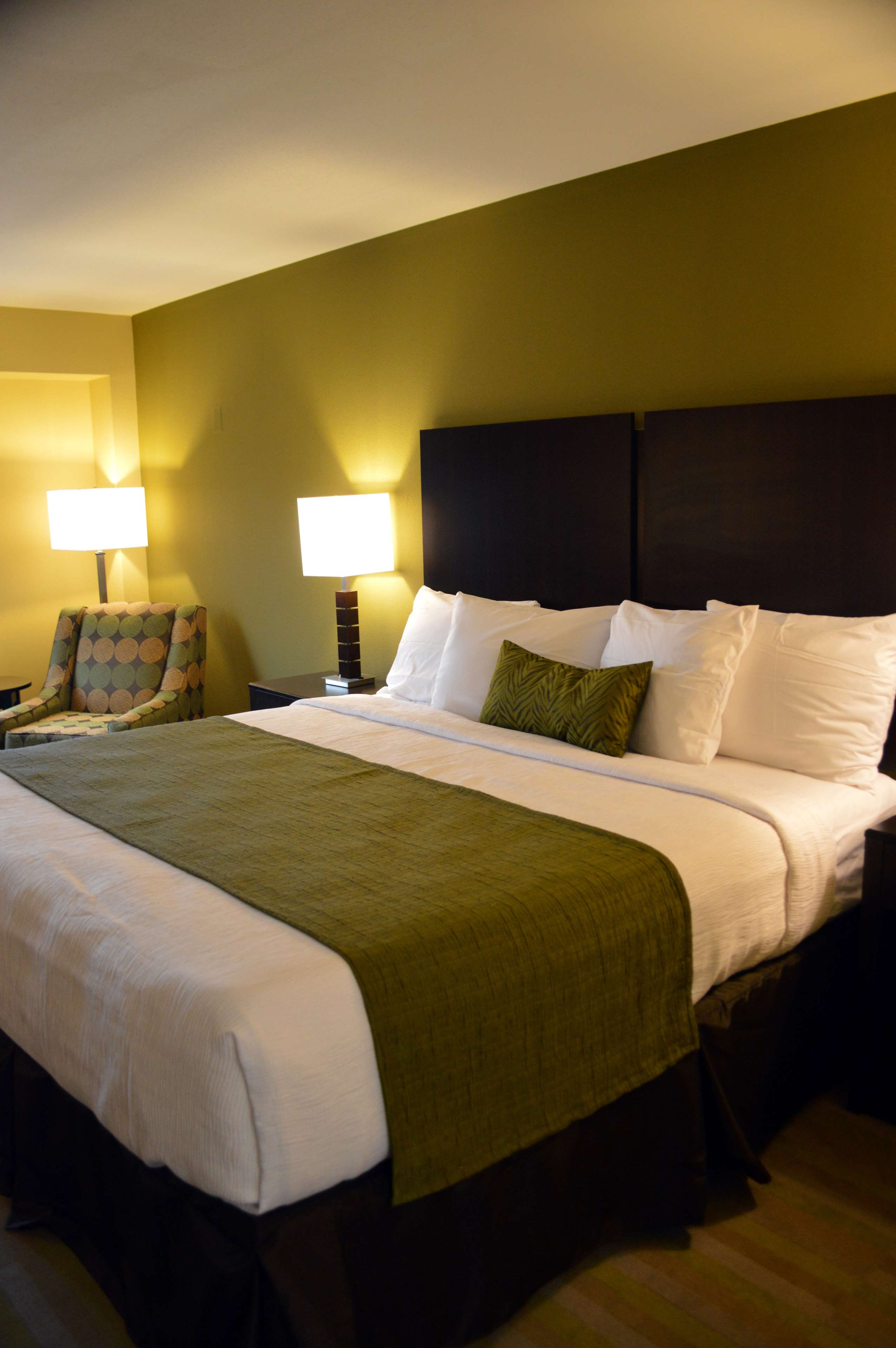 Best Western Plus Thornburg Inn & Suites image 6