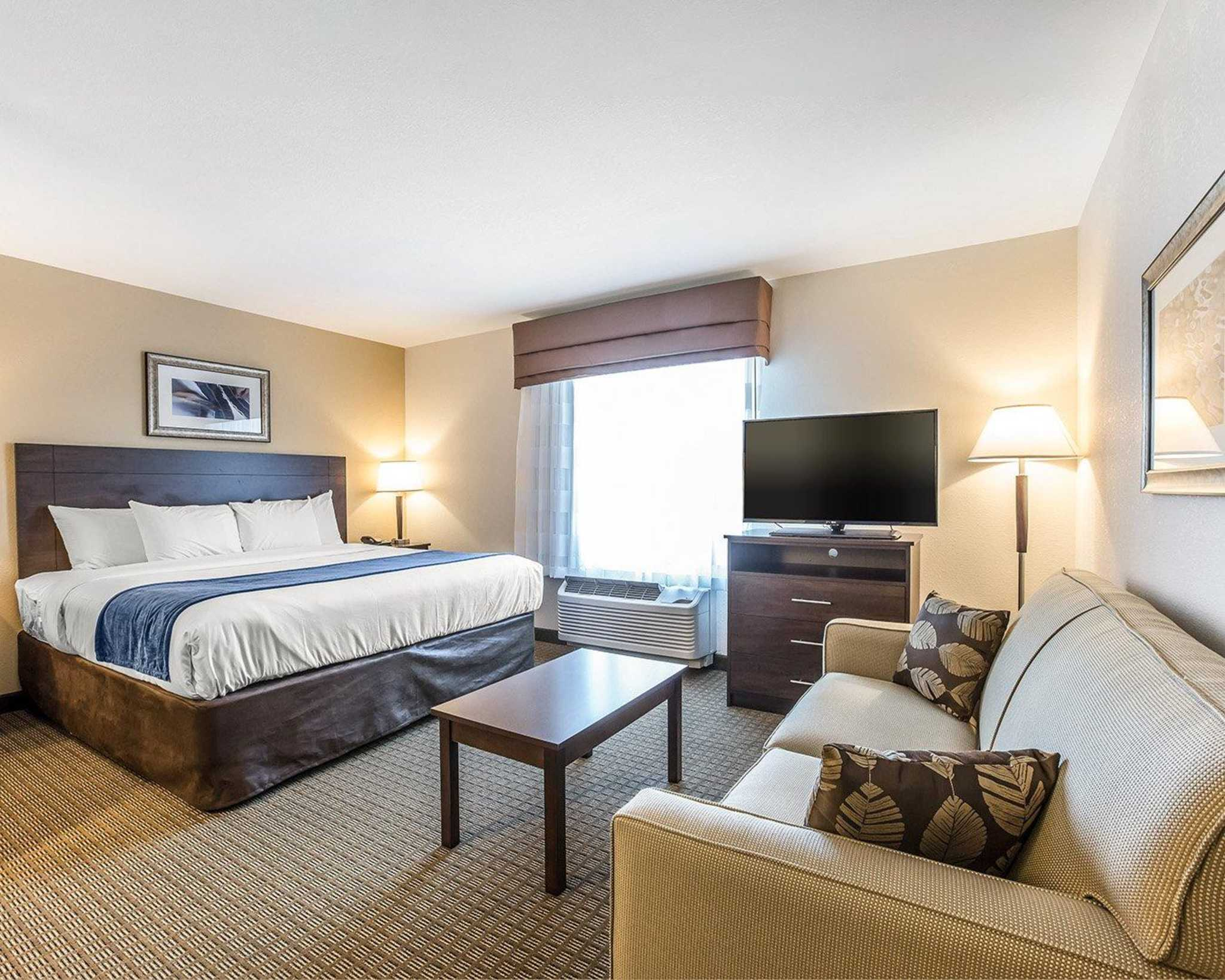 MainStay Suites Cartersville - Emerson Lake Point image 0