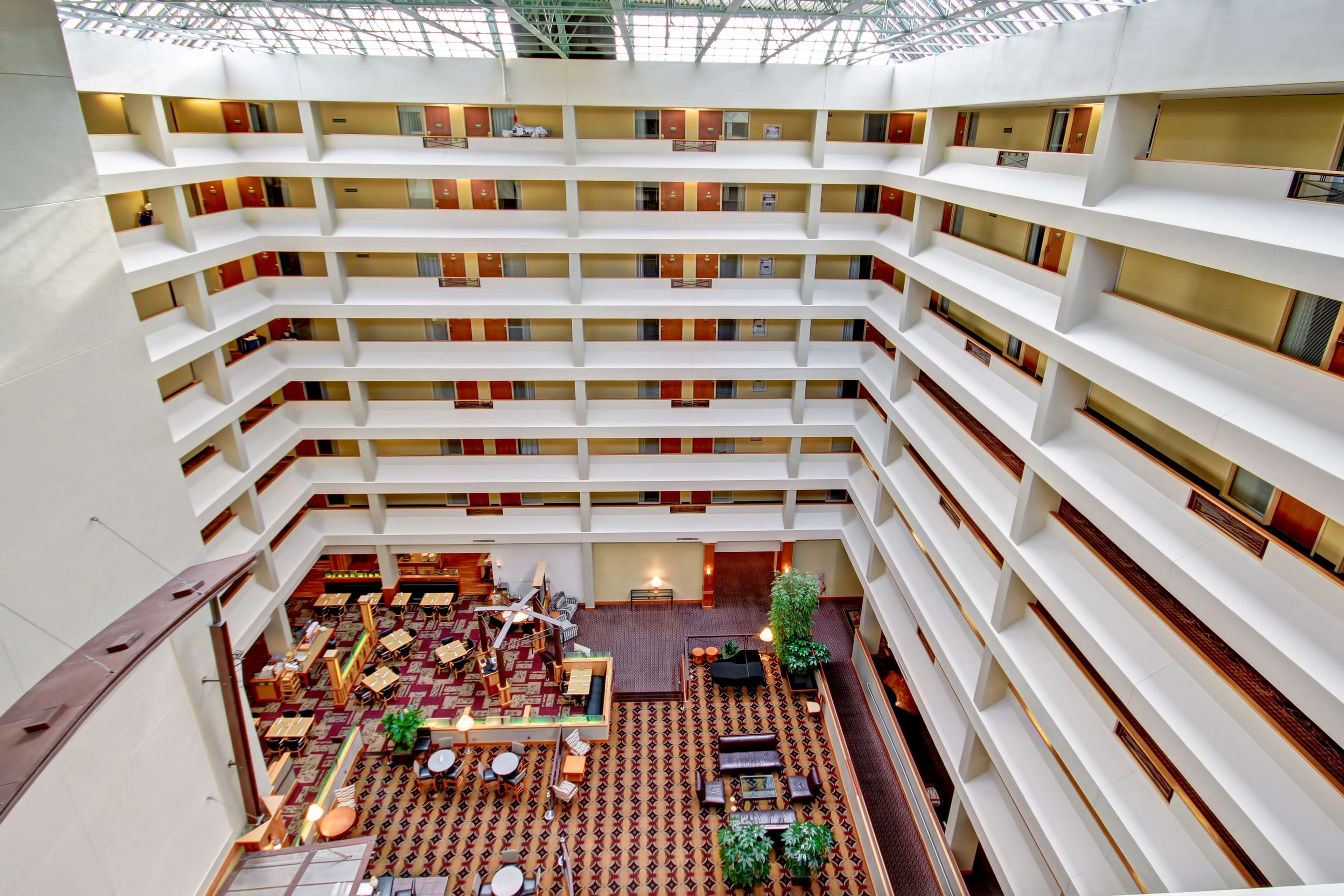 DoubleTree Suites by Hilton Hotel Seattle Airport - Southcenter image 4