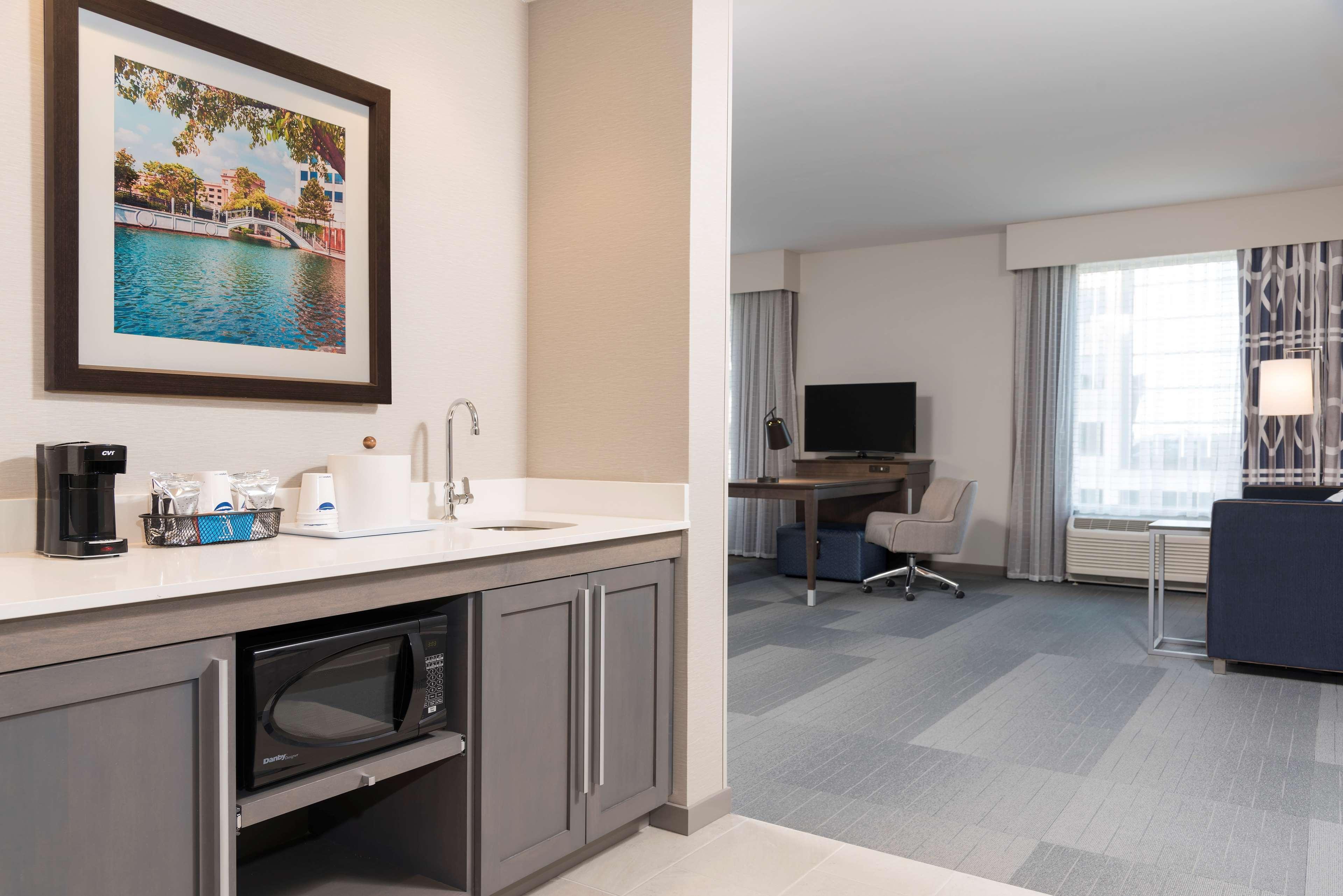 Hampton Inn & Suites Indianapolis-Keystone image 28