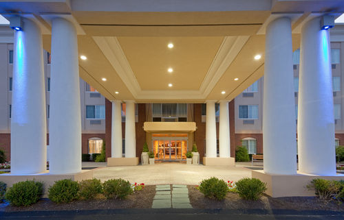 Holiday Inn Express & Suites Middleboro Raynham image 1
