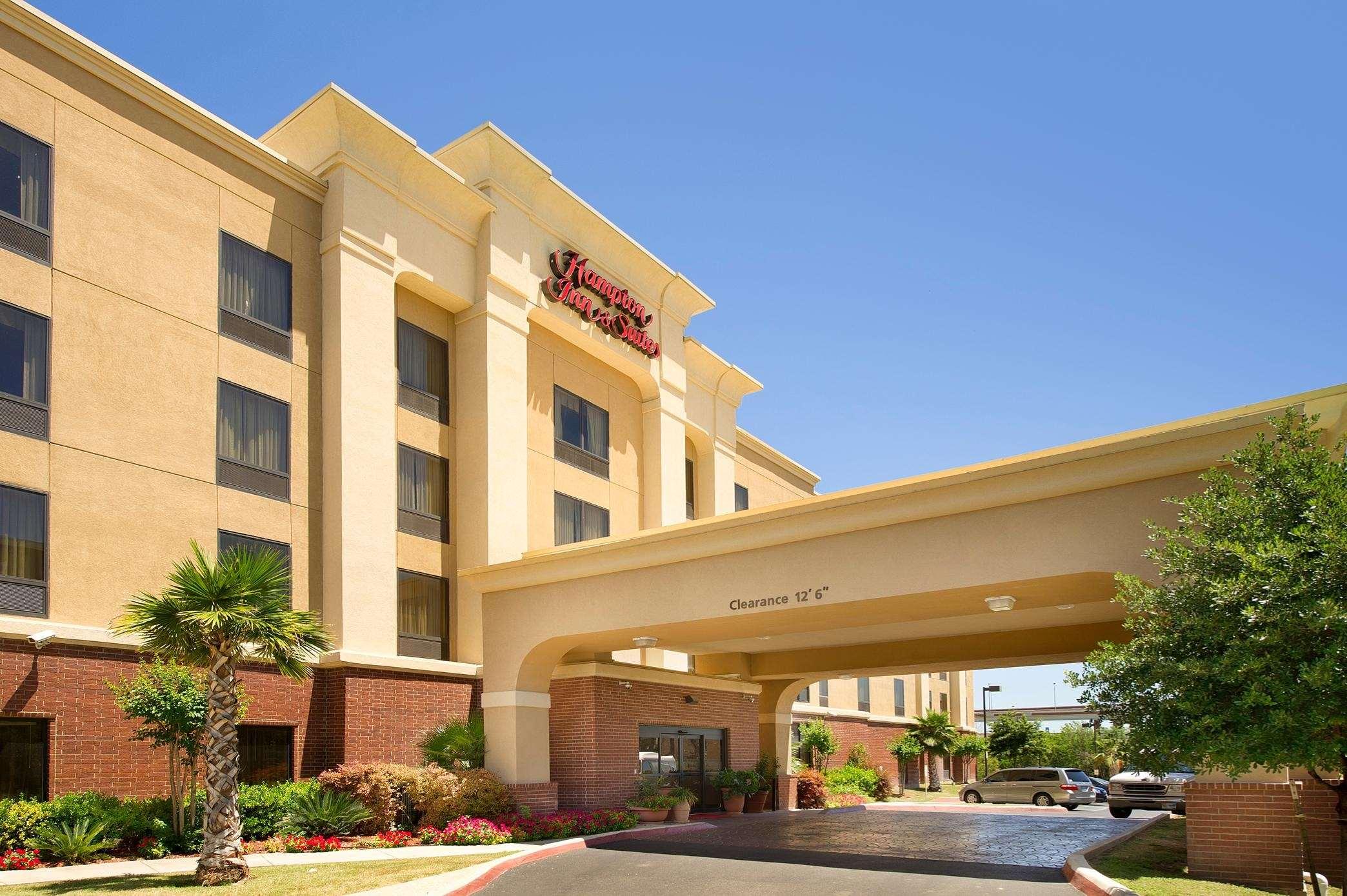 Hampton Inn & Suites San Antonio-Airport image 18