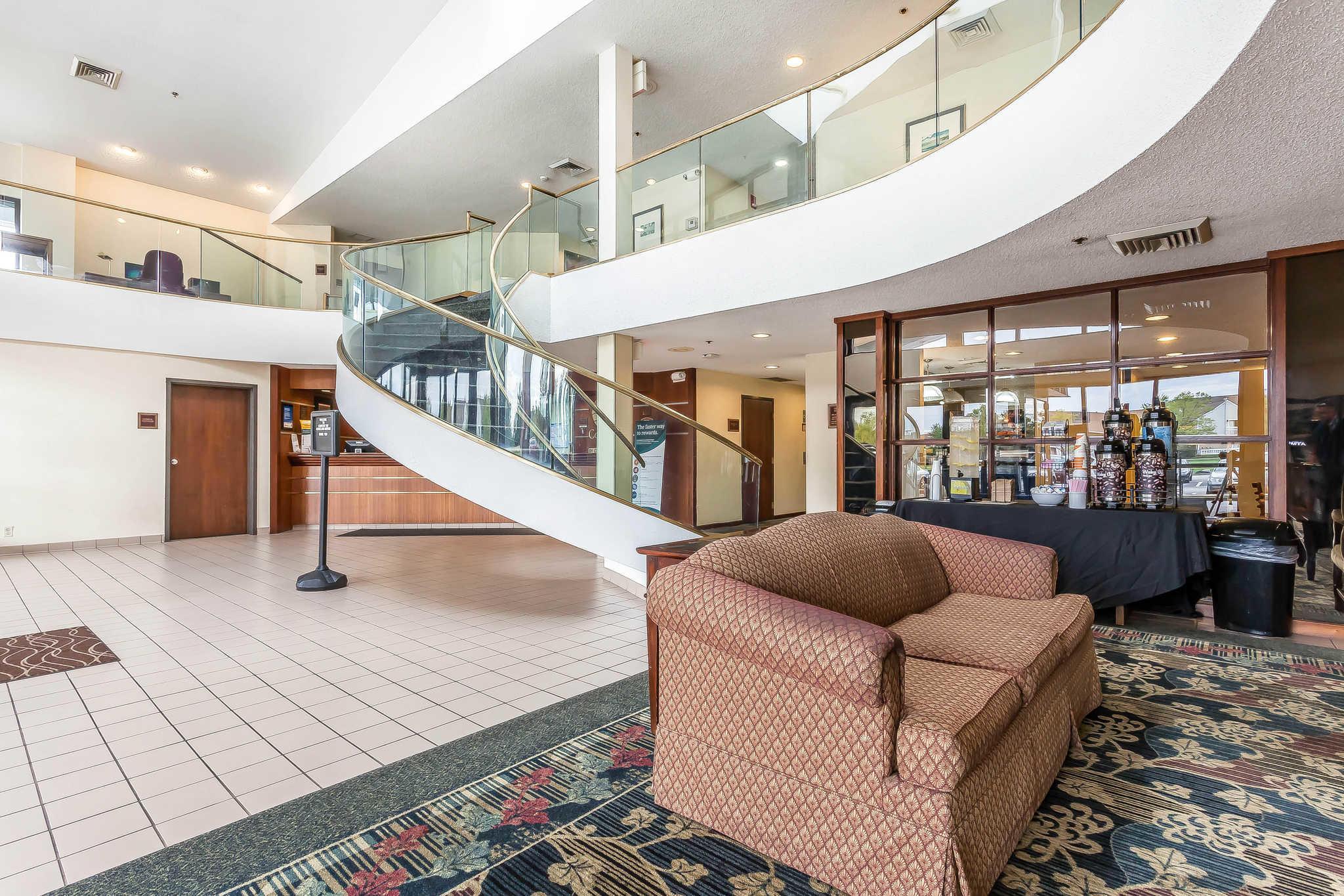 Comfort Inn Cleveland Airport image 5
