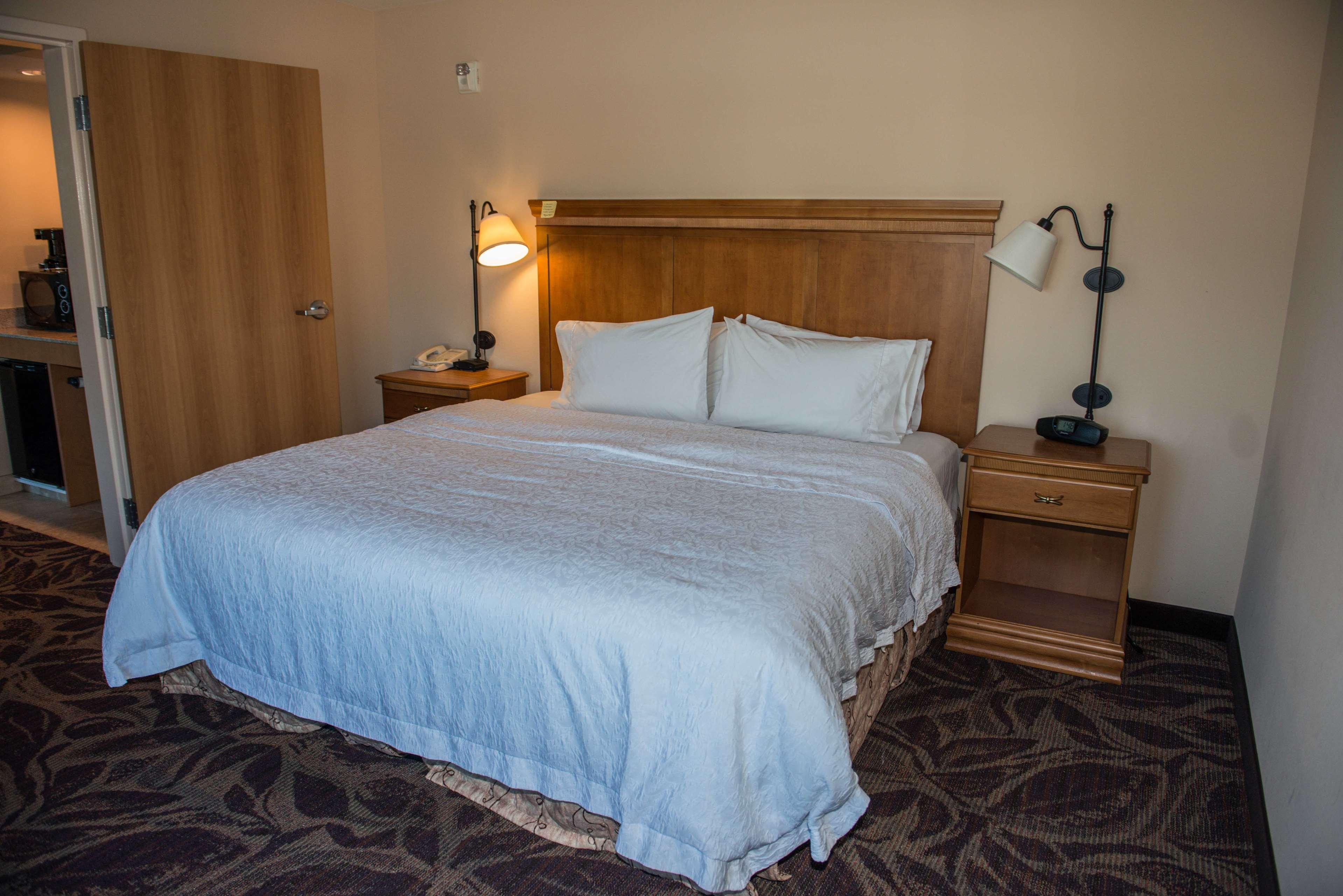 Hampton Inn & Suites Bremerton image 49