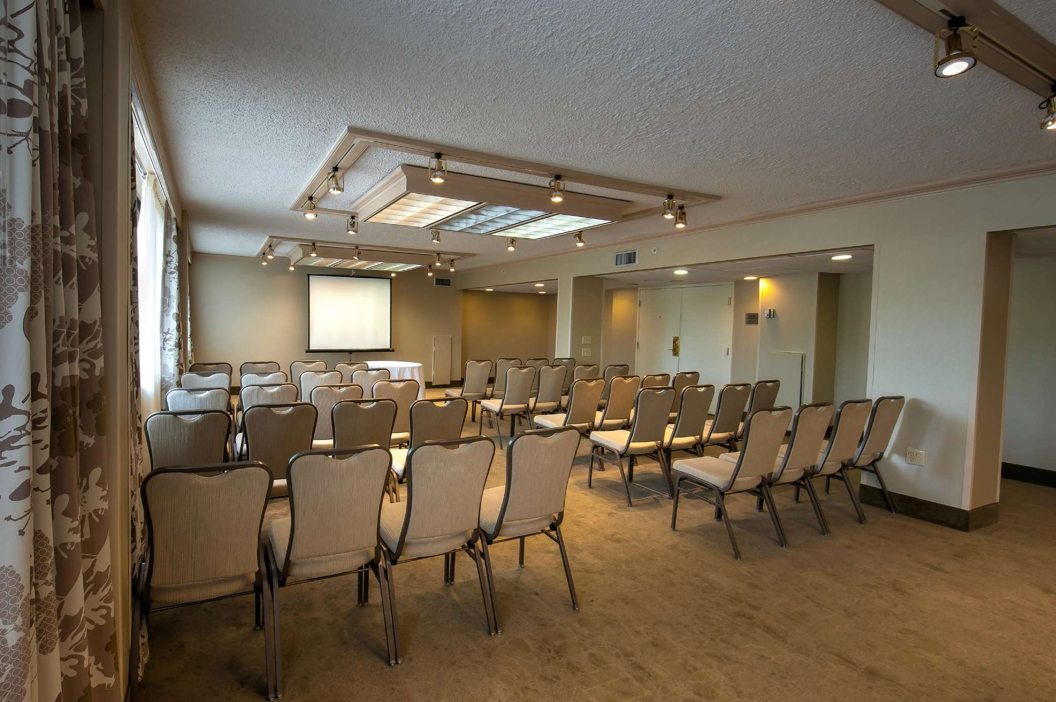 DoubleTree by Hilton Hotel Baltimore North - Pikesville image 35