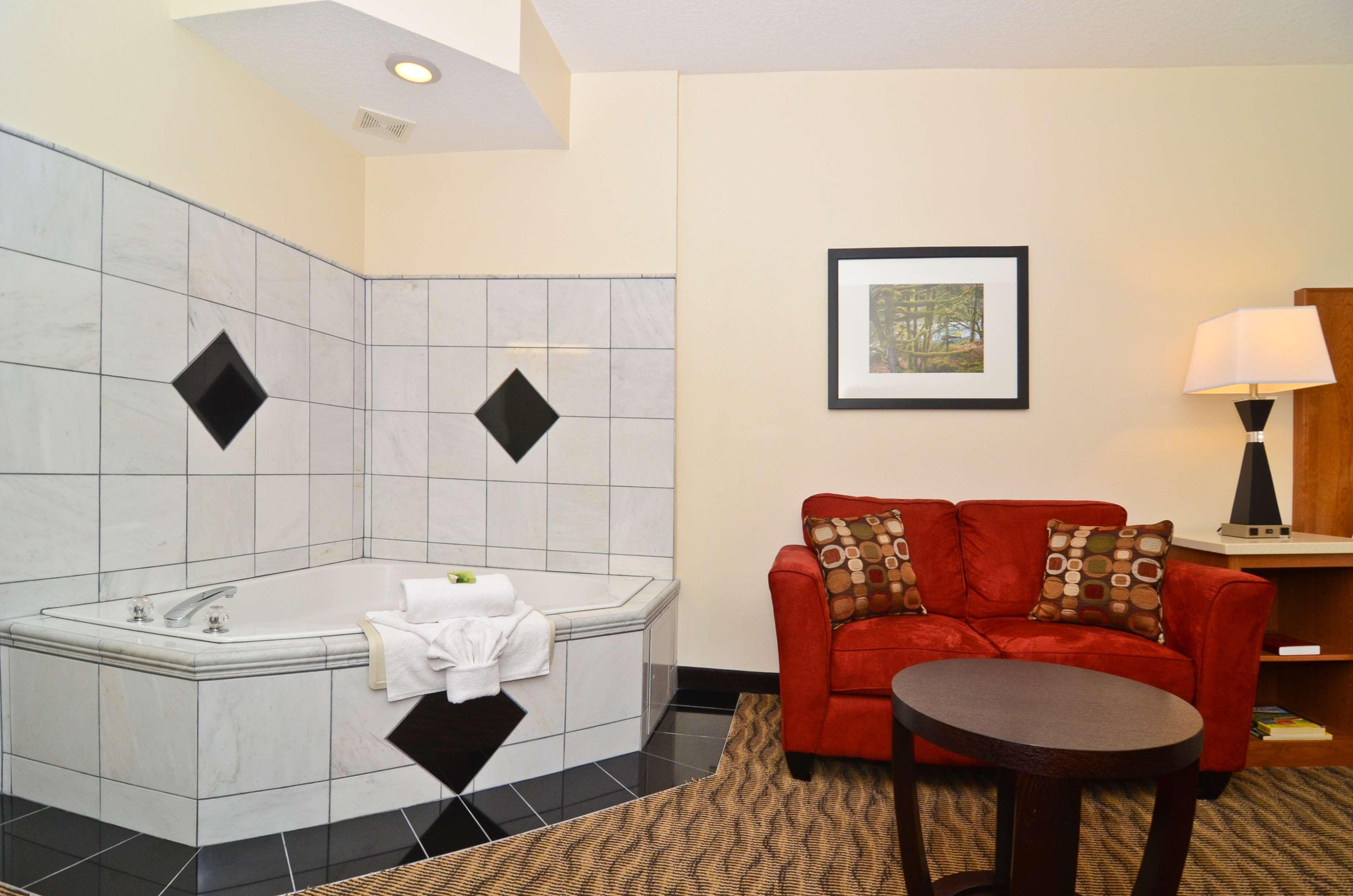 Best Western Plus Park Place Inn & Suites image 36