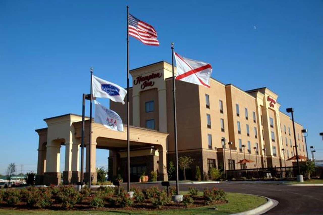 Welcome to the Hampton Inn Calera Hotel
