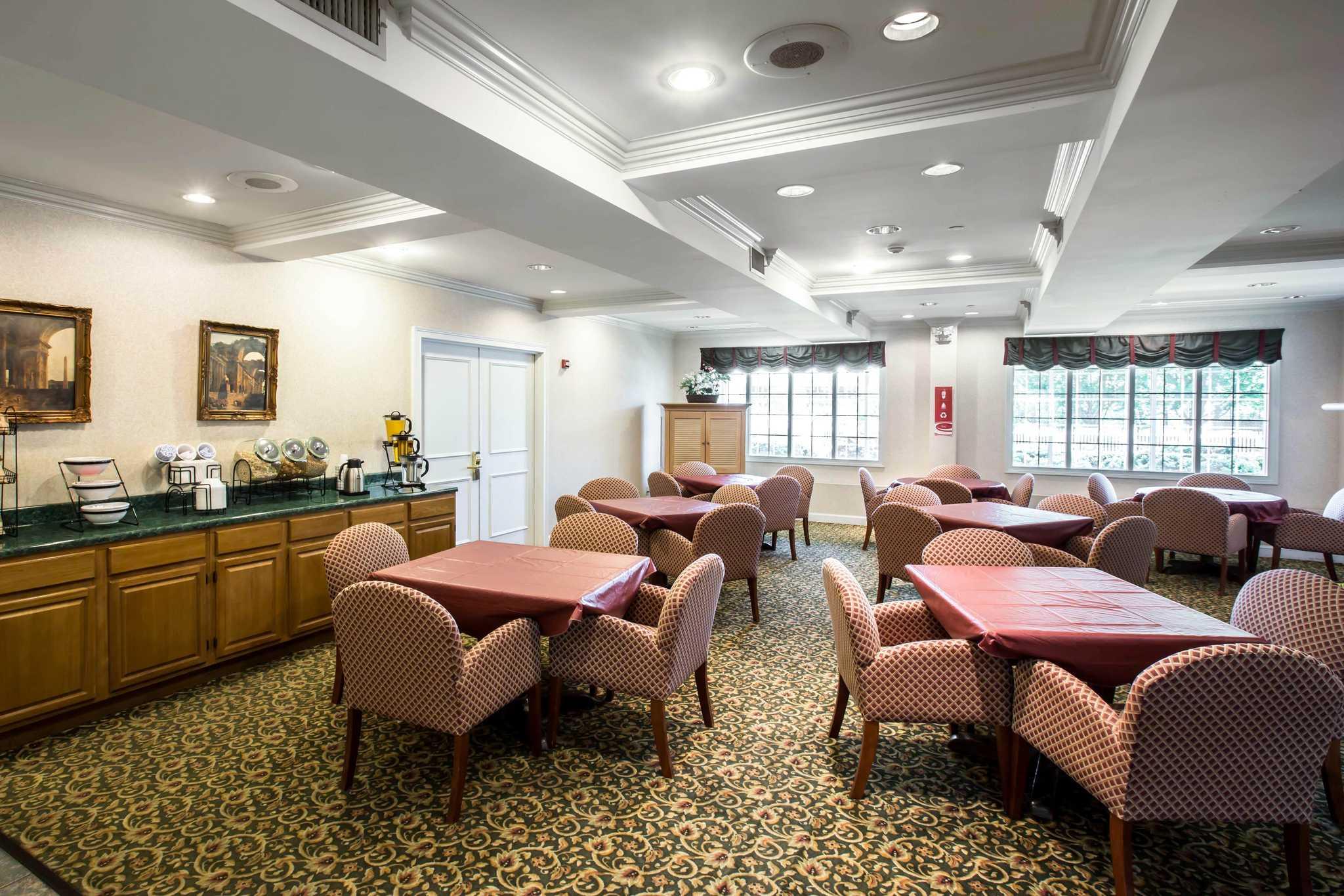Econo Lodge image 22