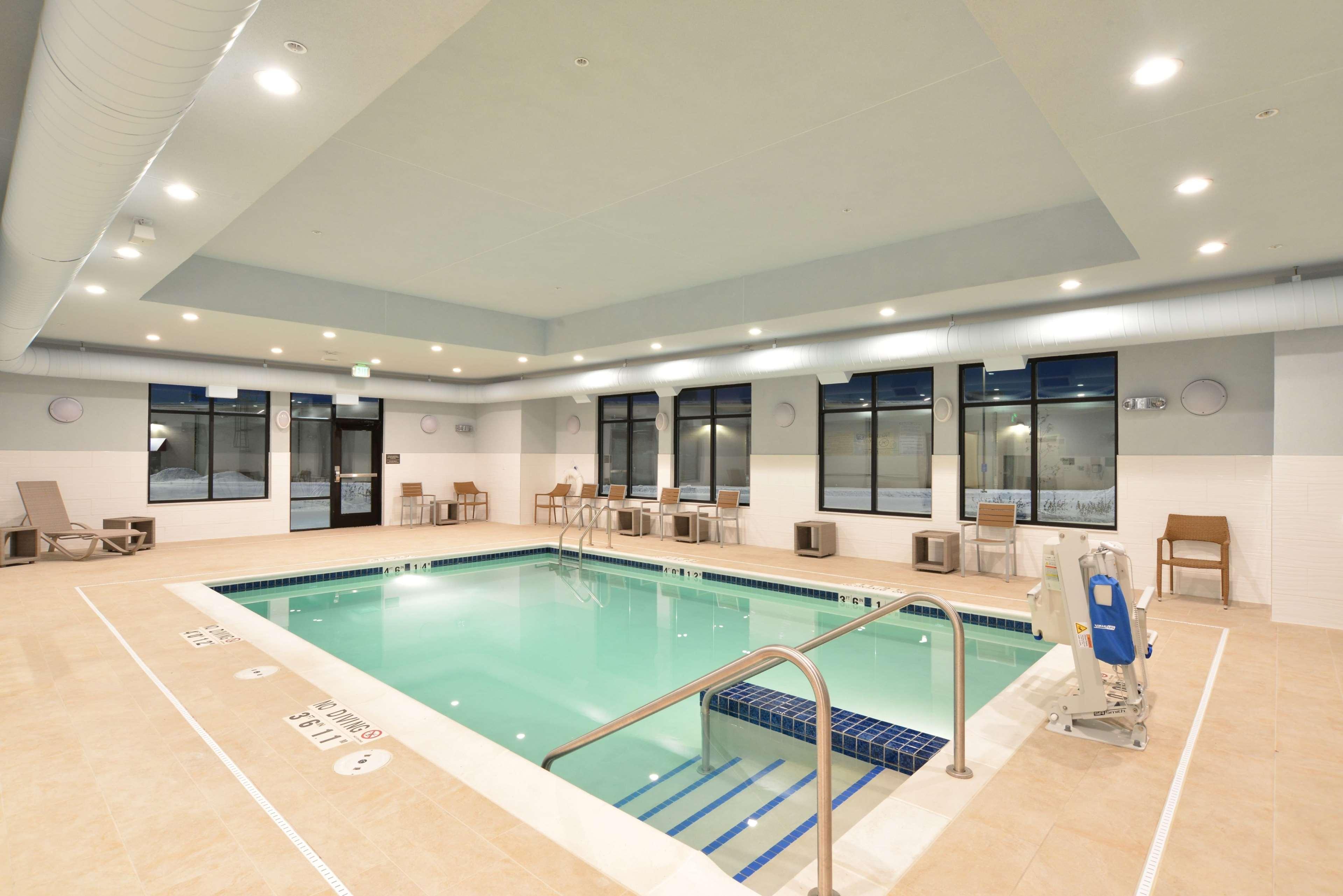 Hampton Inn & Suites Menomonie-UW Stout image 2