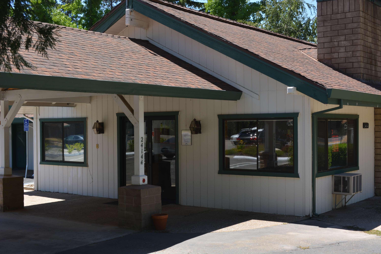 Pioneer Inn & Suites image 6