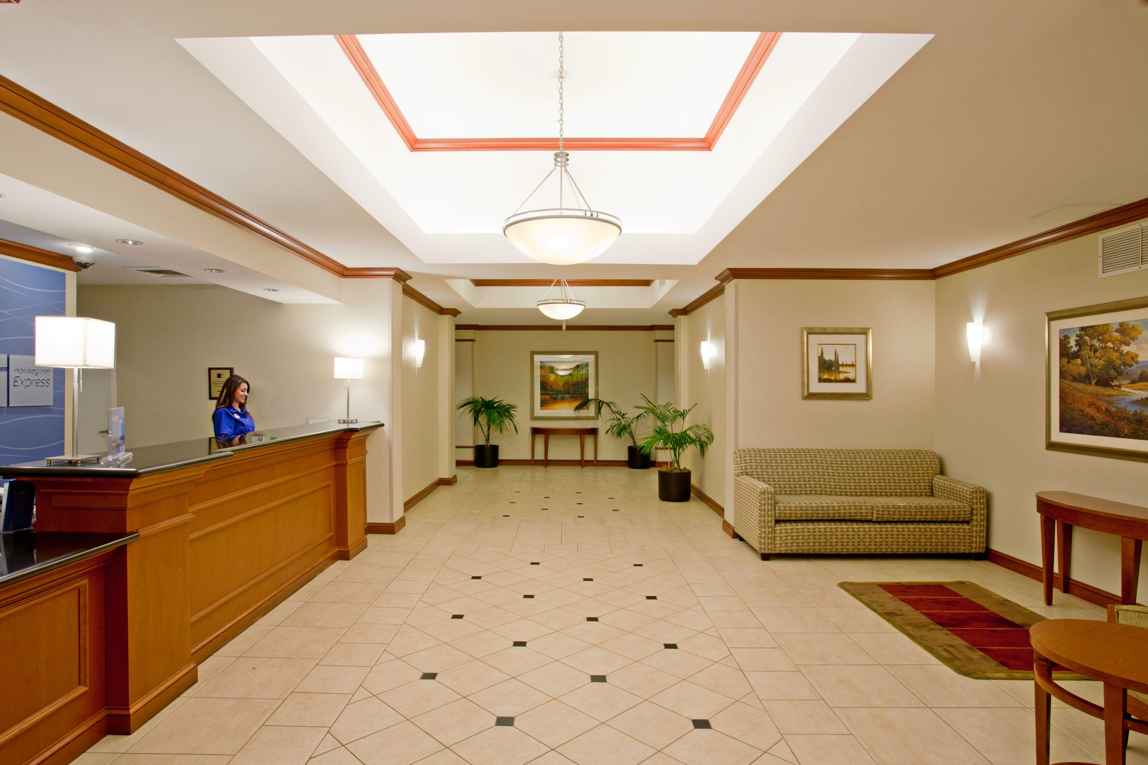 Holiday Inn Express & Suites Santa Clarita image 4