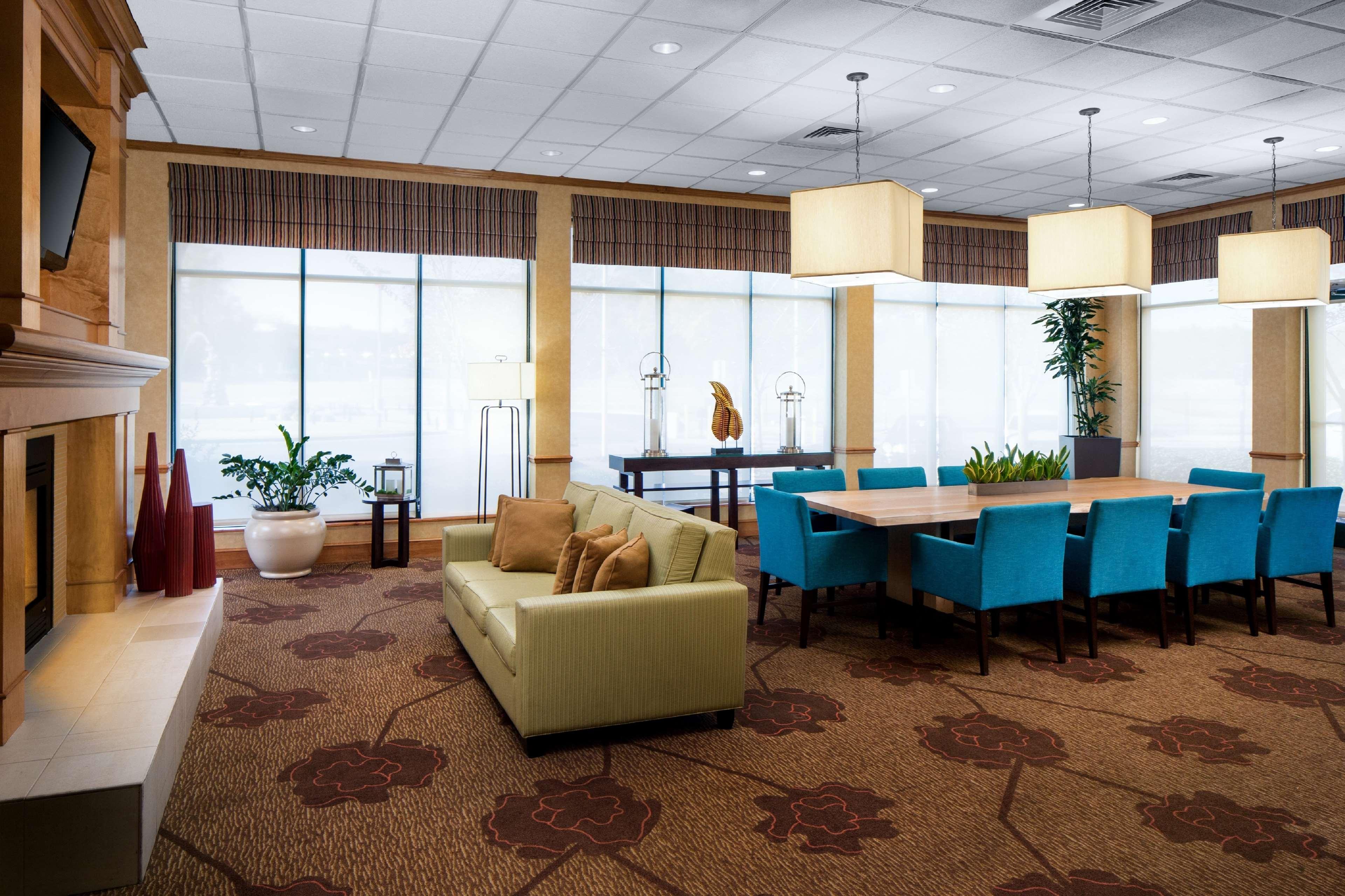 Hilton Garden Inn Atlanta Airport/Millenium Center image 4