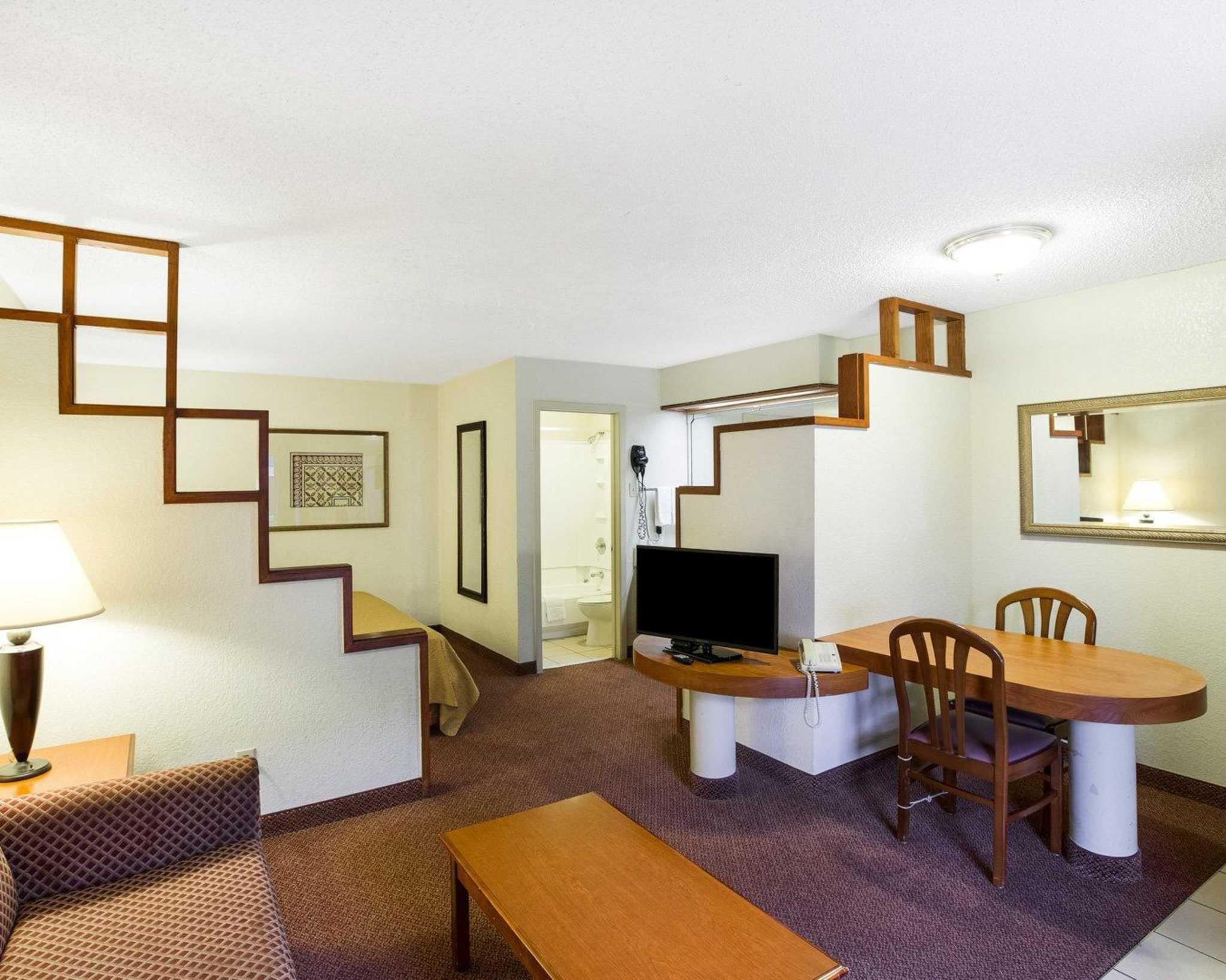 Rodeway Inn & Suites Fiesta Park image 6