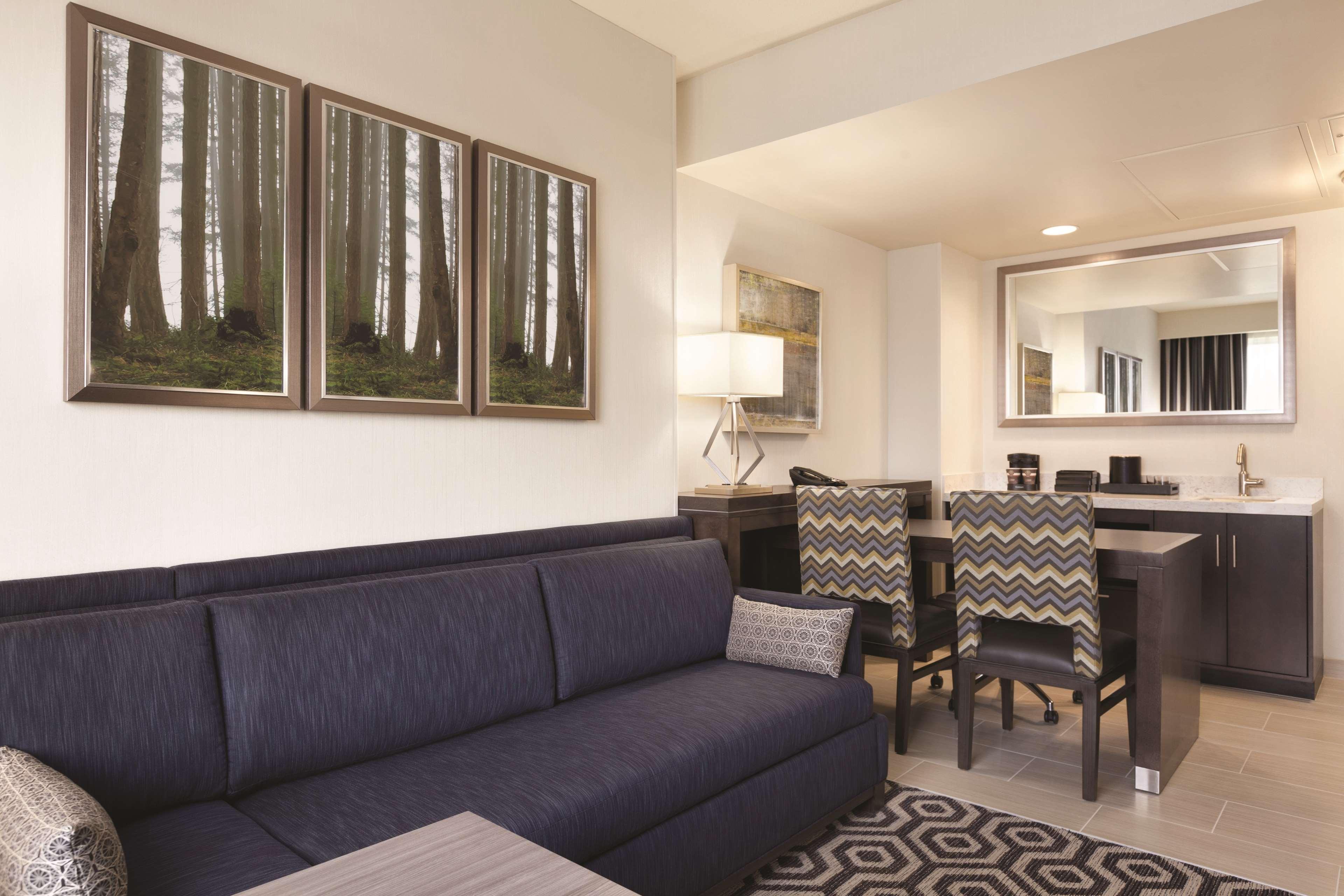Embassy Suites by Hilton Portland Hillsboro, Oregon image 29