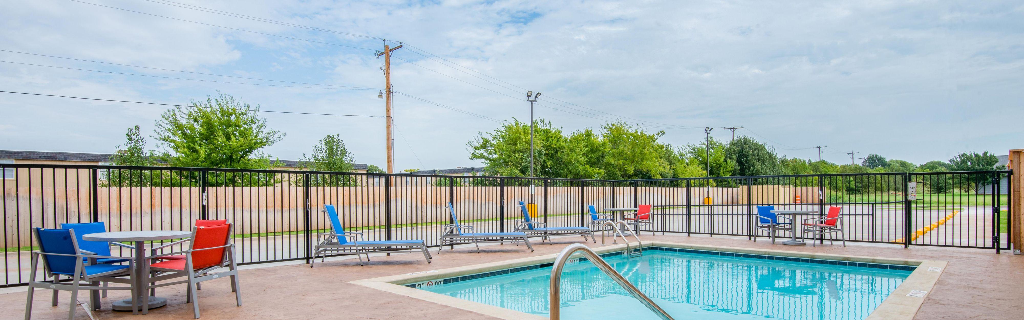 Holiday Inn Express & Suites Stillwater - University Area image 2