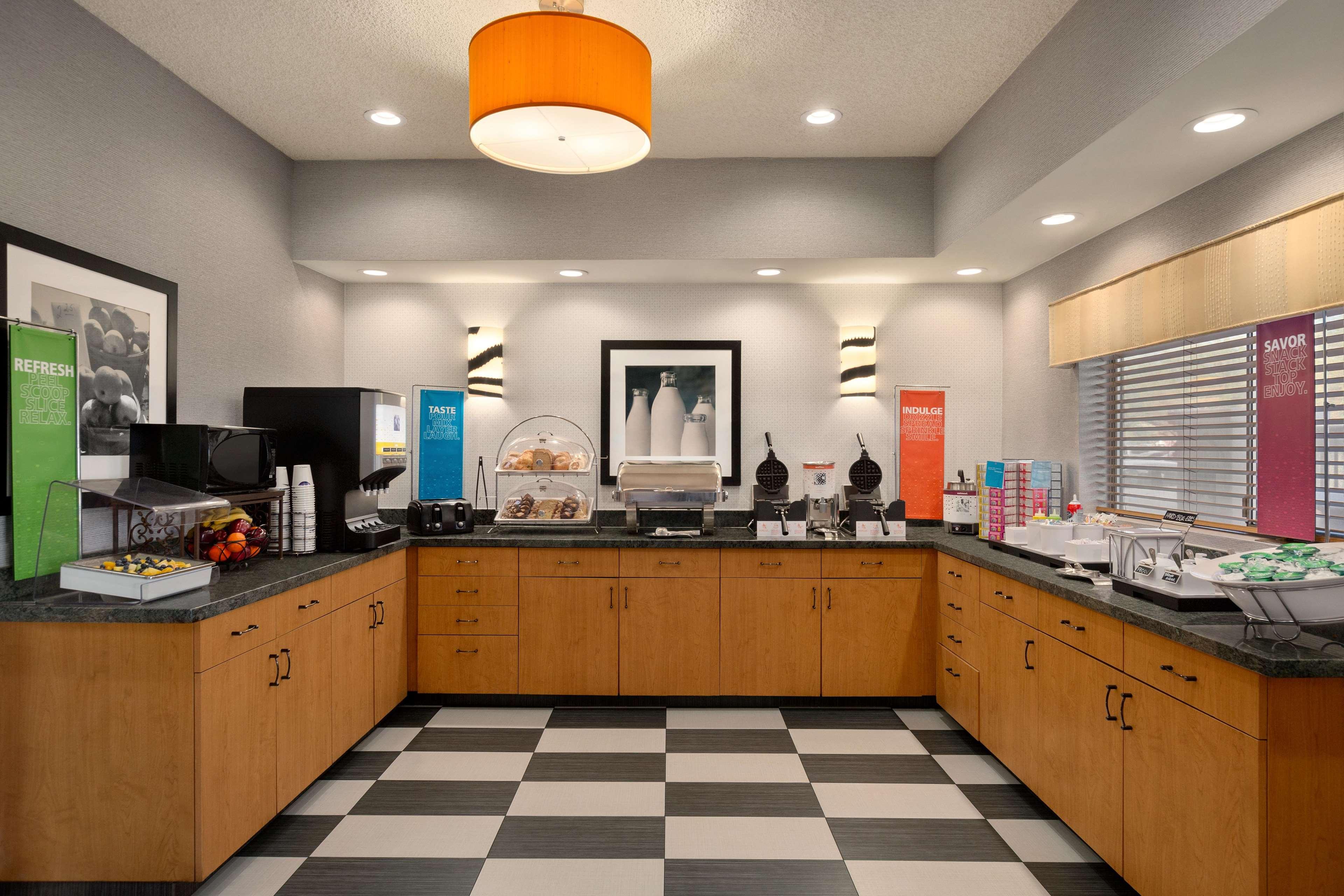 Hampton Inn Phoenix-Midtown-Downtown Area image 9