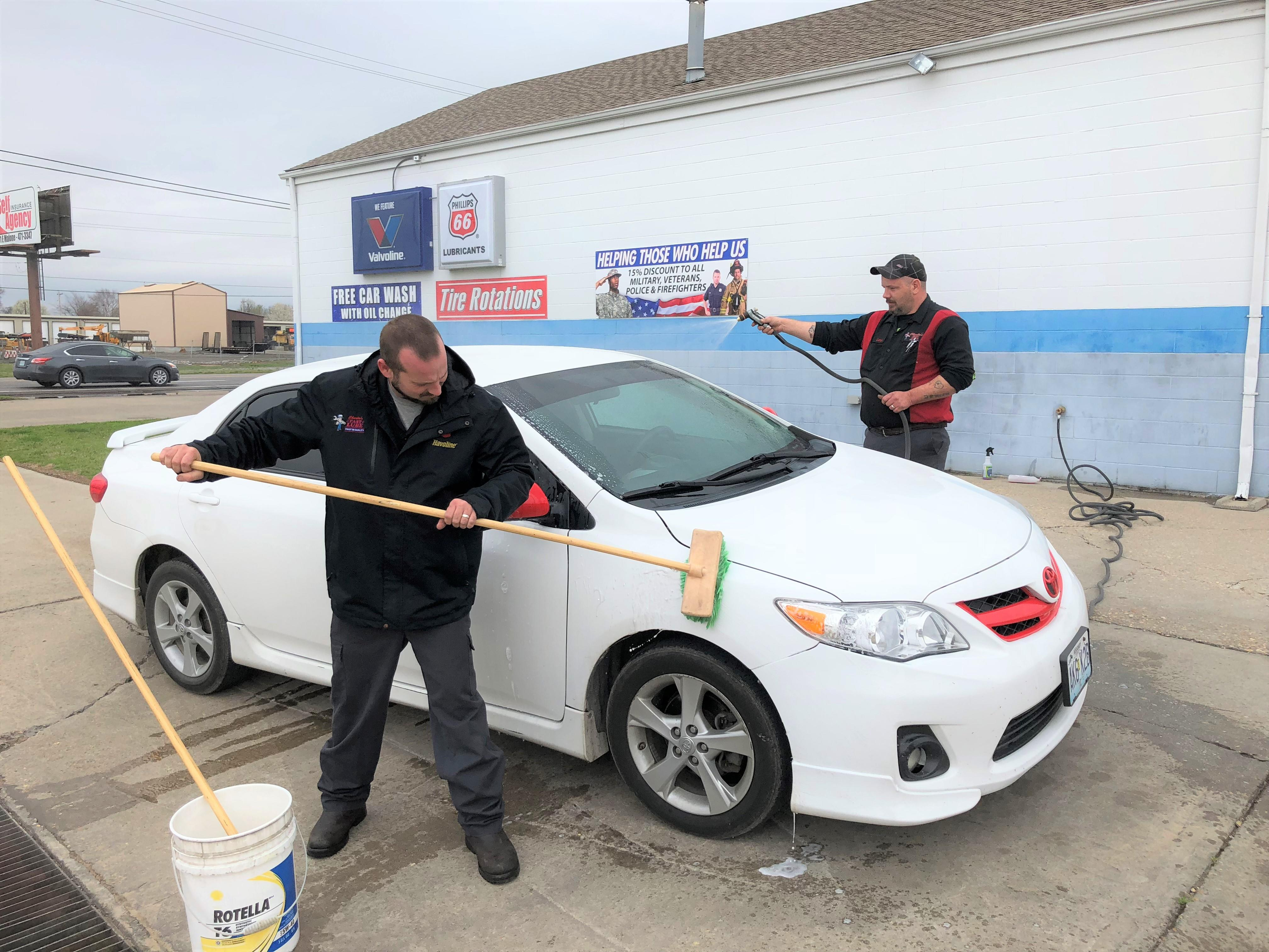 Charlie's Fast Lube Oil Change - Sikeston, MO image 4