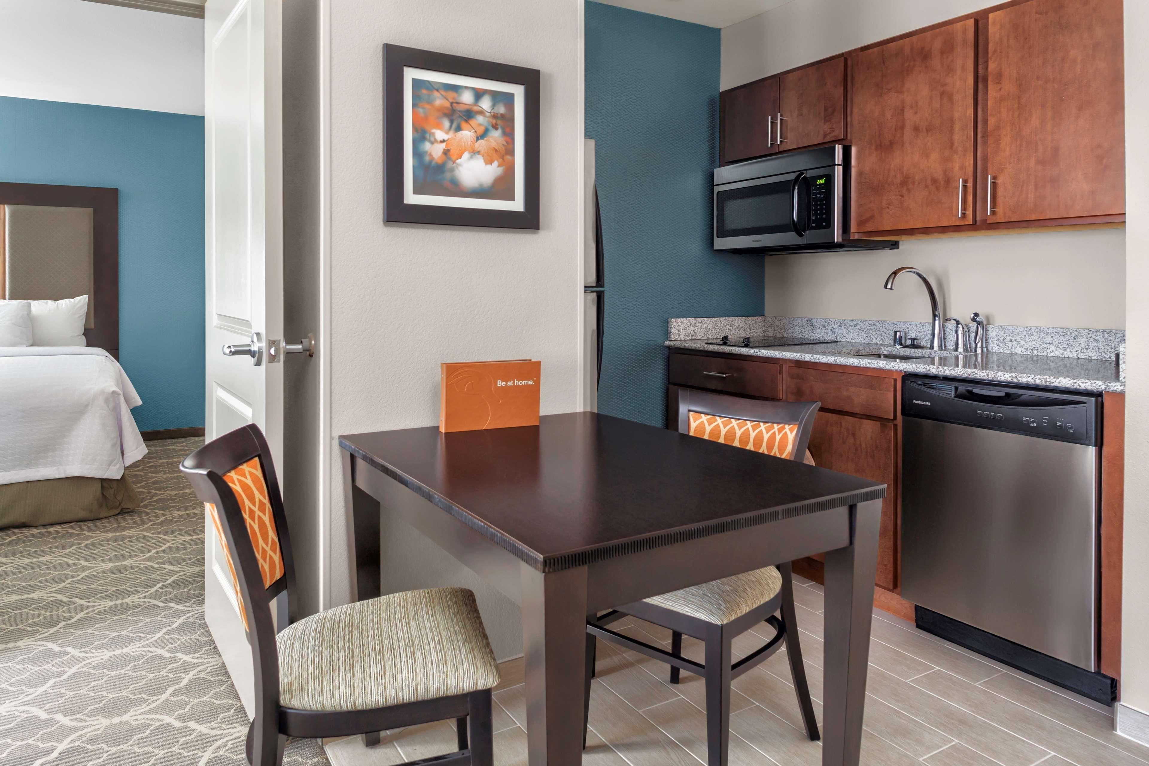 Homewood Suites by Hilton Wauwatosa Milwaukee image 18