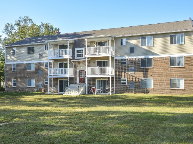 OakTree Apartments image 3