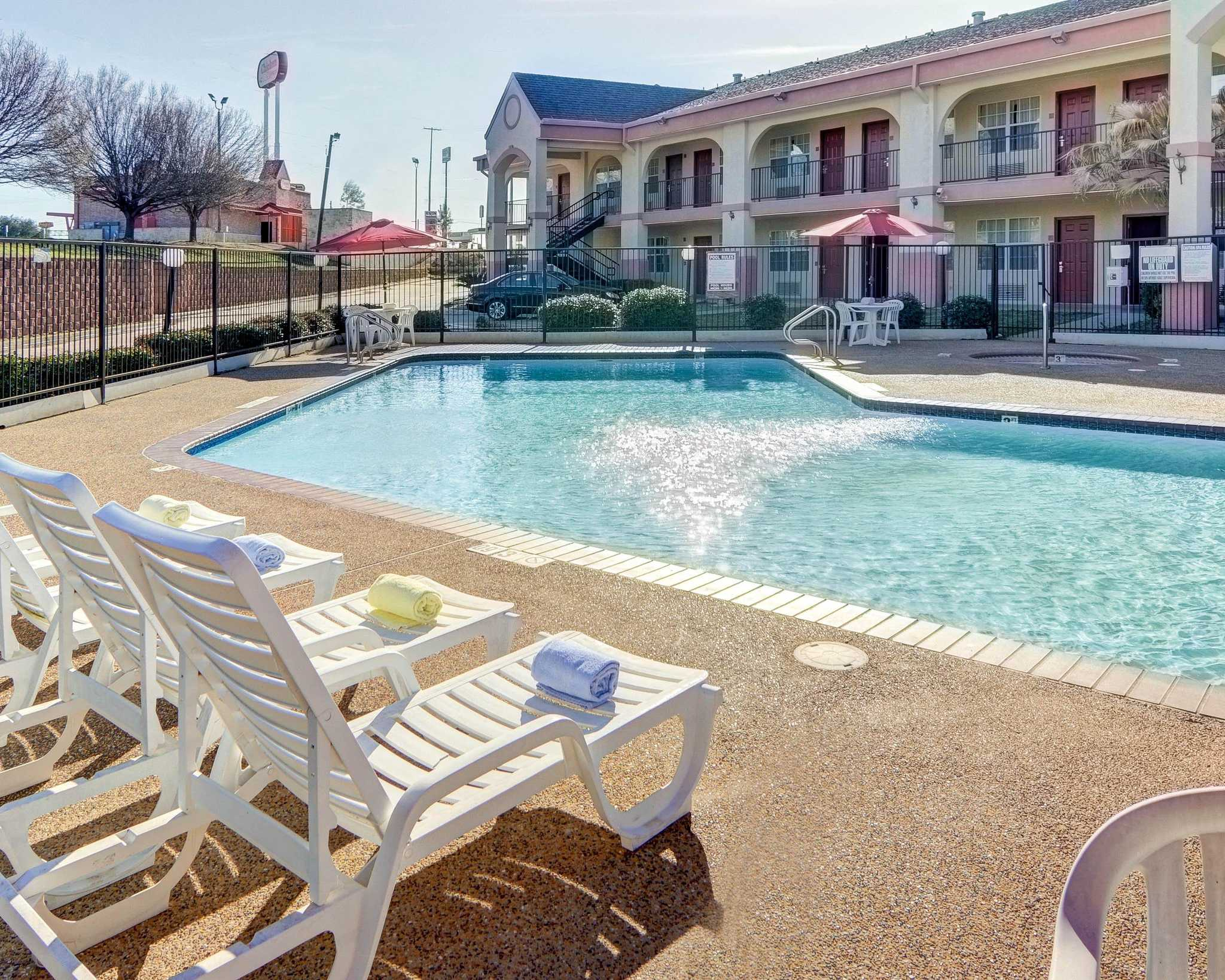 Quality Inn & Suites Canton image 9