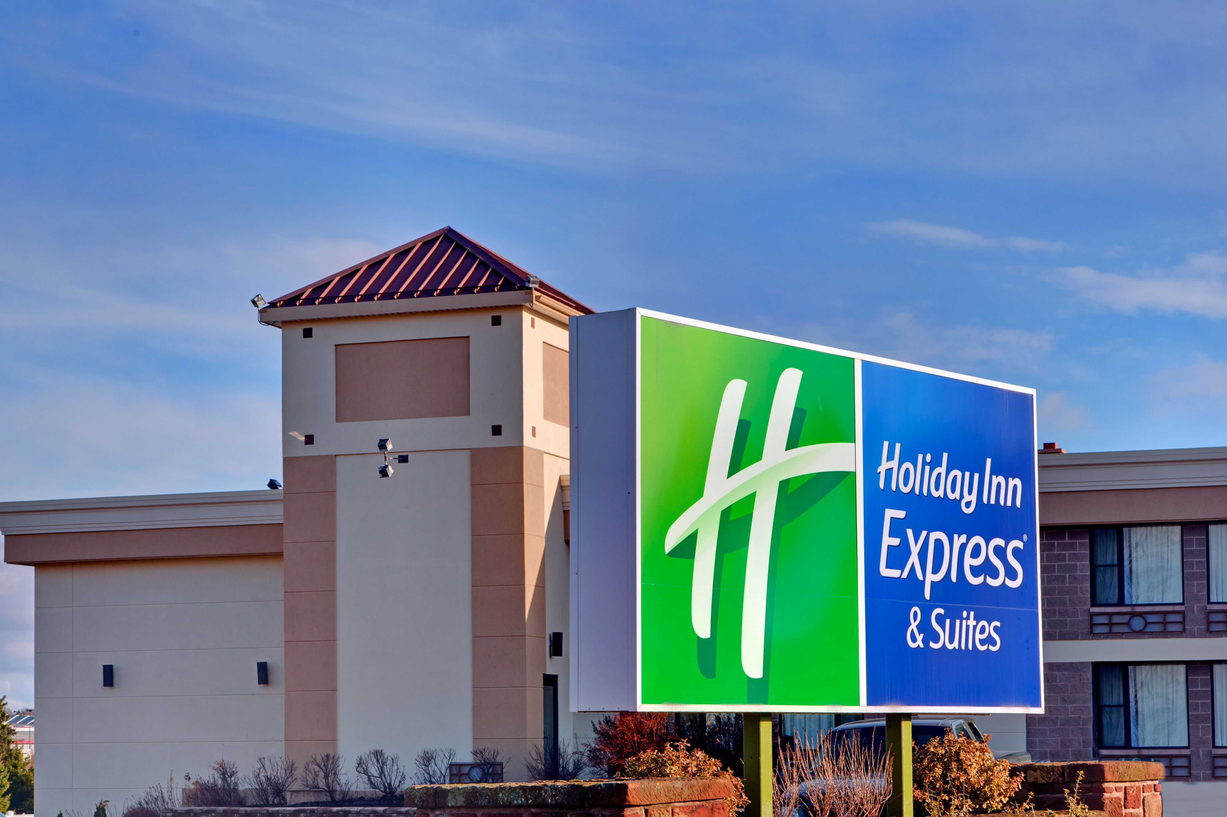 Holiday Inn Express & Suites Charlotte-Concord-I-85 image 5