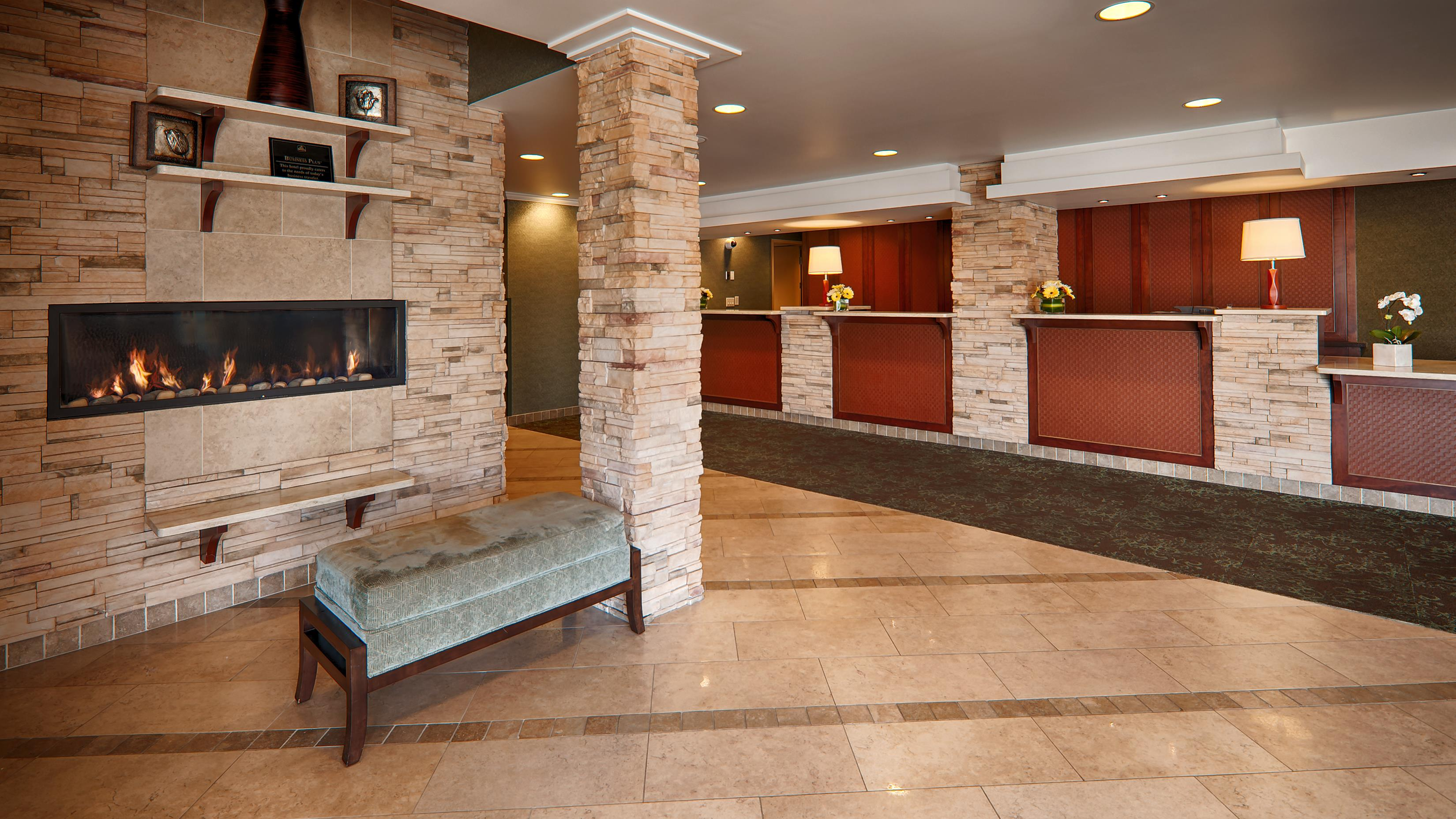 Best Western Plus Langley Inn in Langley: Lobby