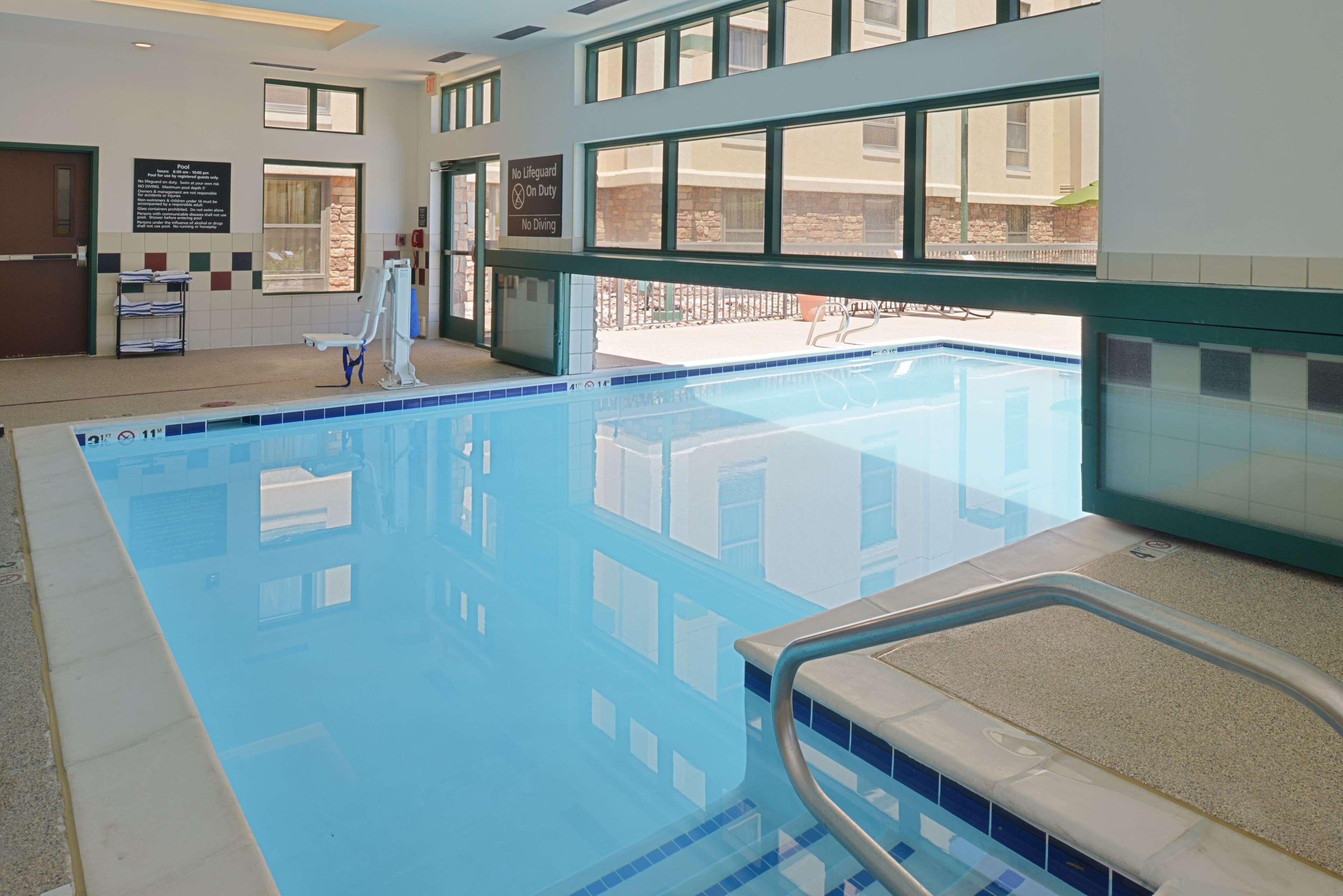 Hampton Inn & Suites Pueblo-Southgate image 10