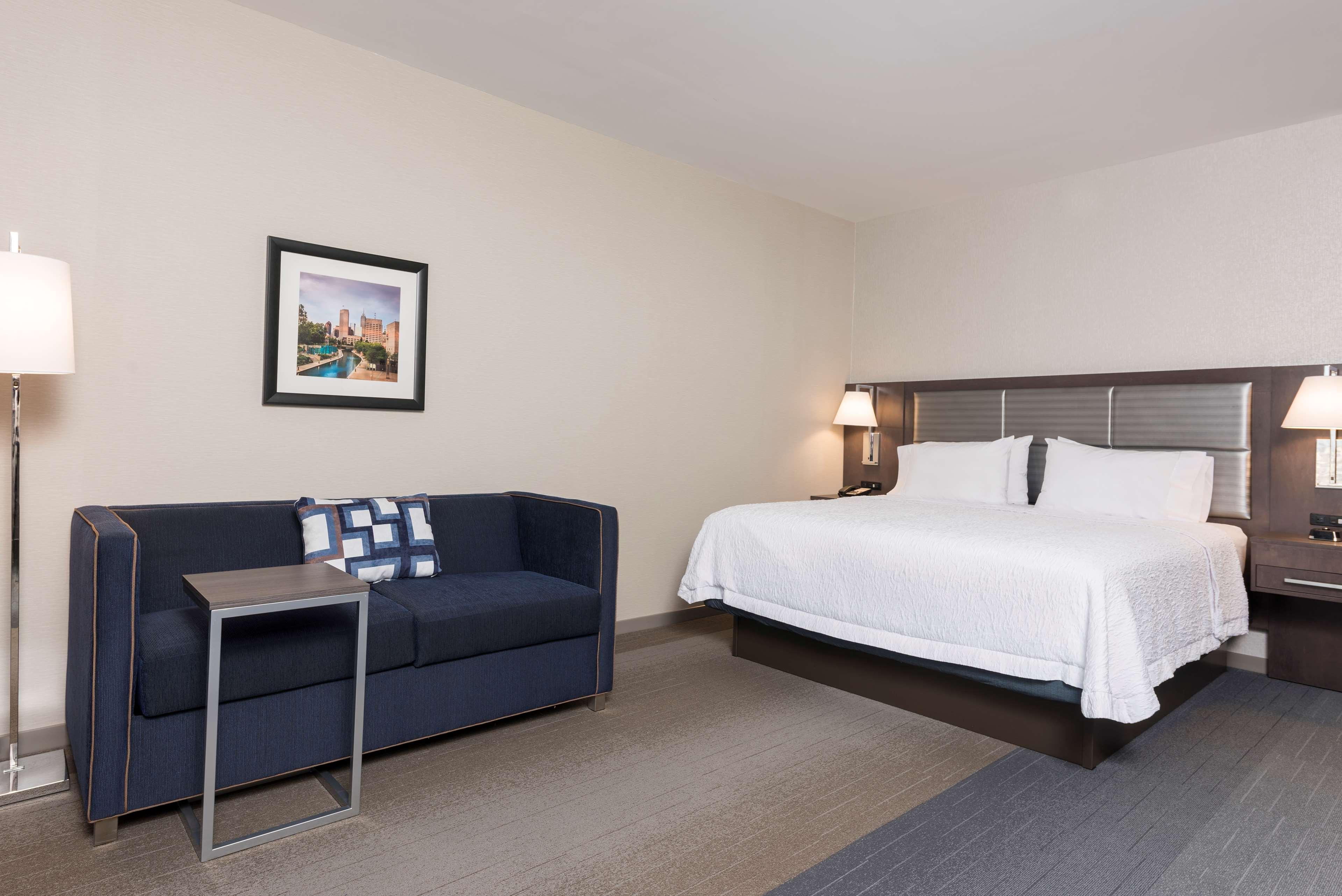 Hampton Inn & Suites Indianapolis-Keystone image 29